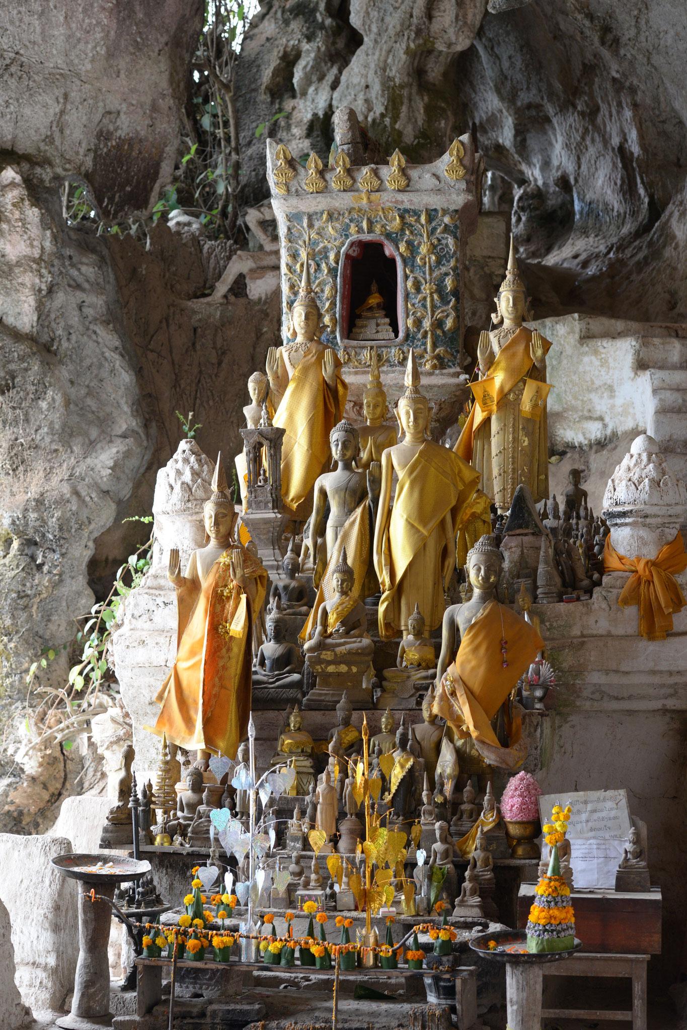 Mit dem Boot geht es auf dem Mekong zu den Pak Ou Höhlen