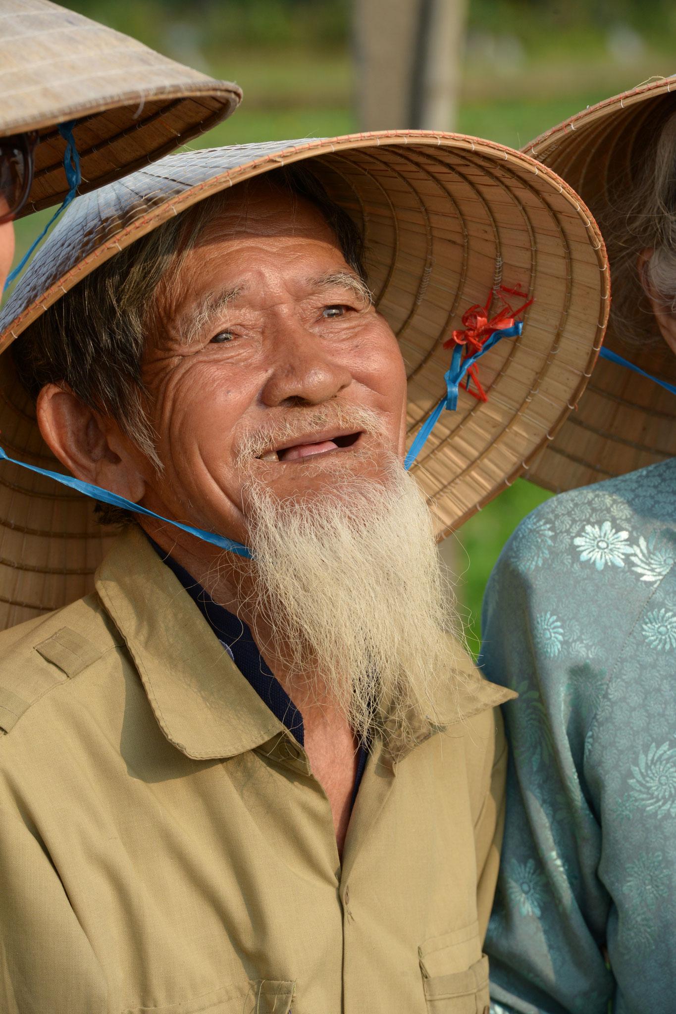 Die langersehnten Bilder von Einheimischen mit dem typischen Hut