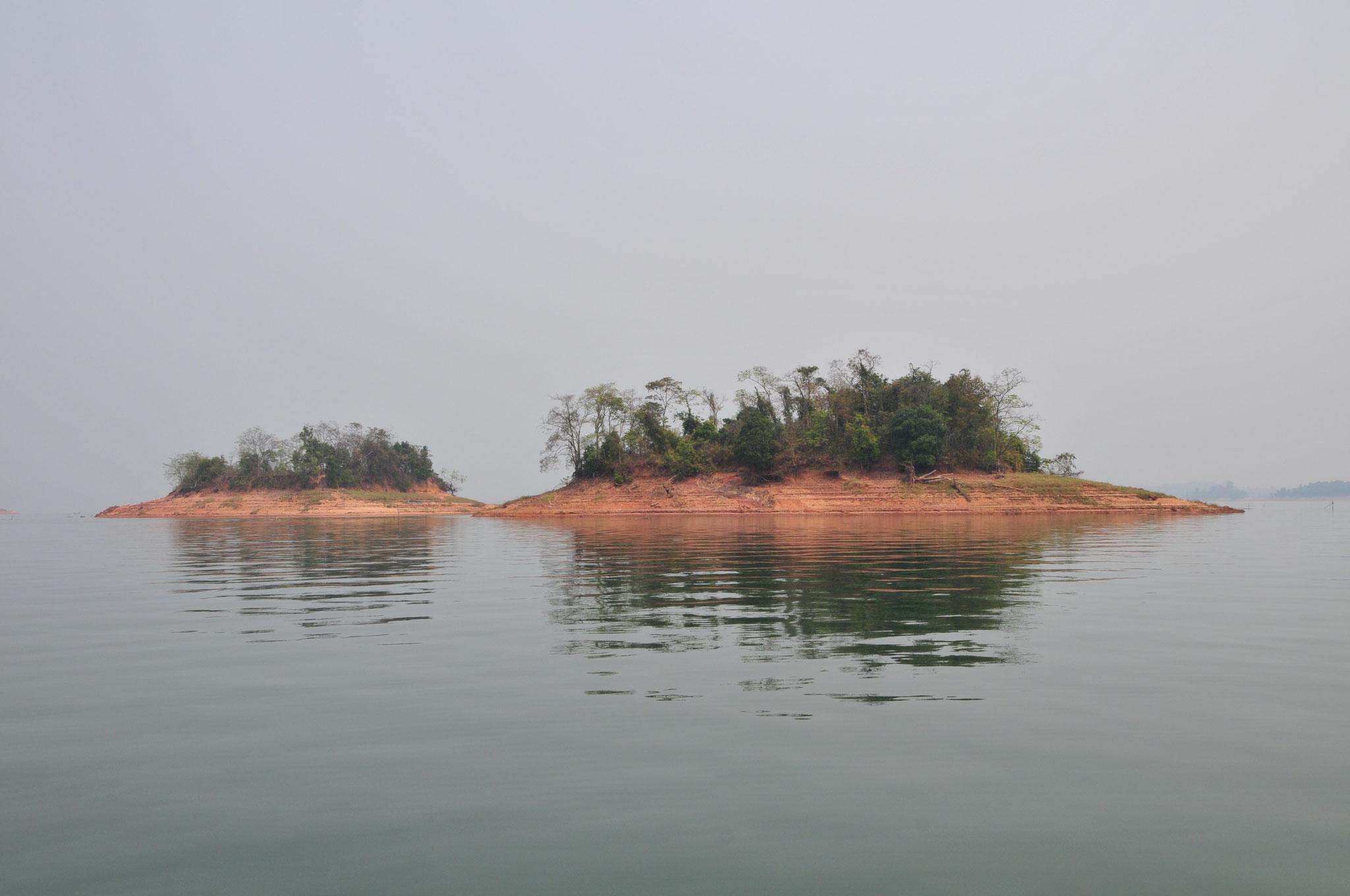 Der Stausee ist riesig und beherbergt mehrere Inseln, u.a. auch für ein Gefängnis