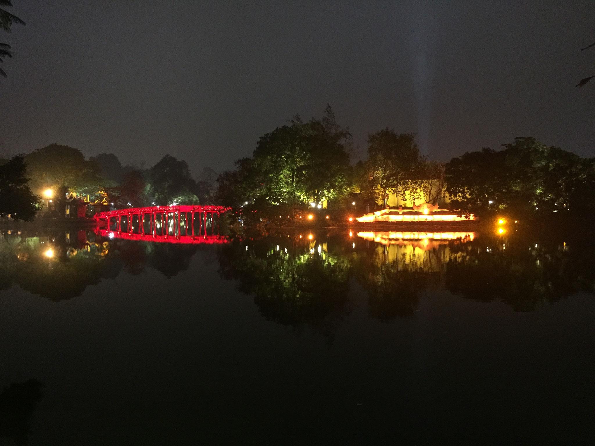 Mit Sicht auf den Hoan Kiem Lake und den Ngoc Son Tempel