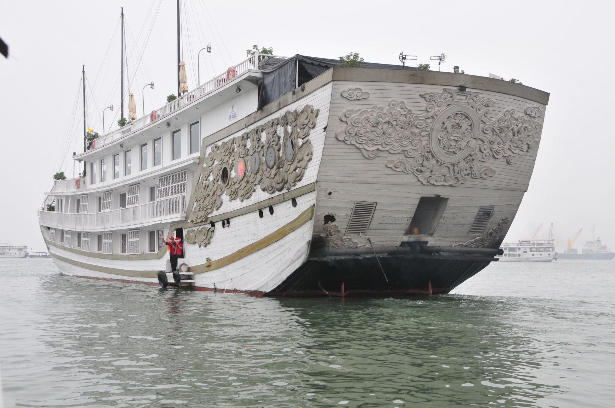 Tag 3 - Wir gehen in der Ha Long Bucht an Board der wunderschönen Dschunke