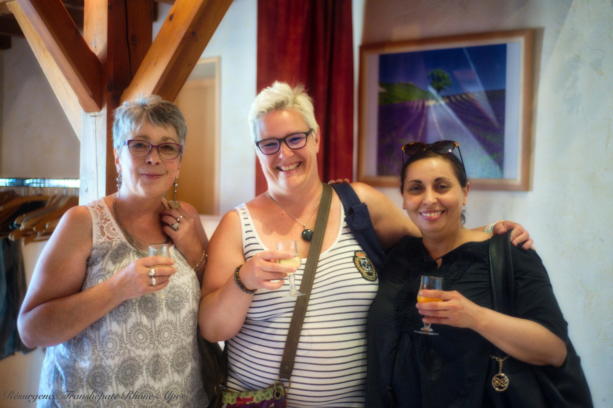 Dalila, Benoîte & Judith vous souhaitent la Bienvenue!