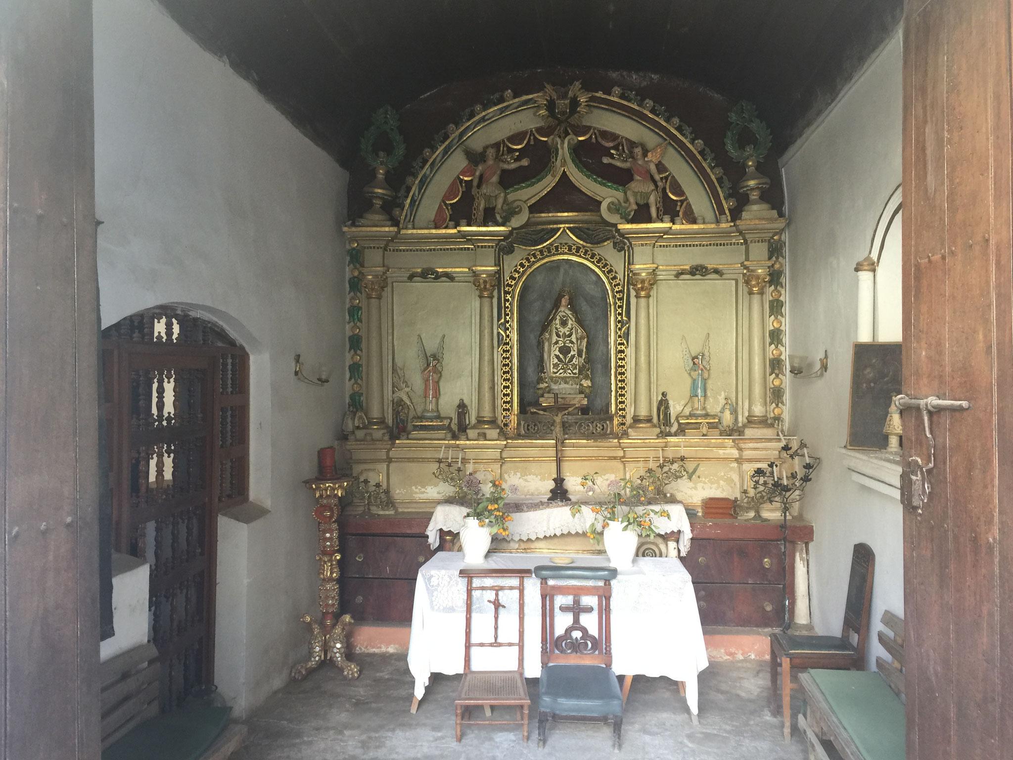 .... mit eigener Kirche....