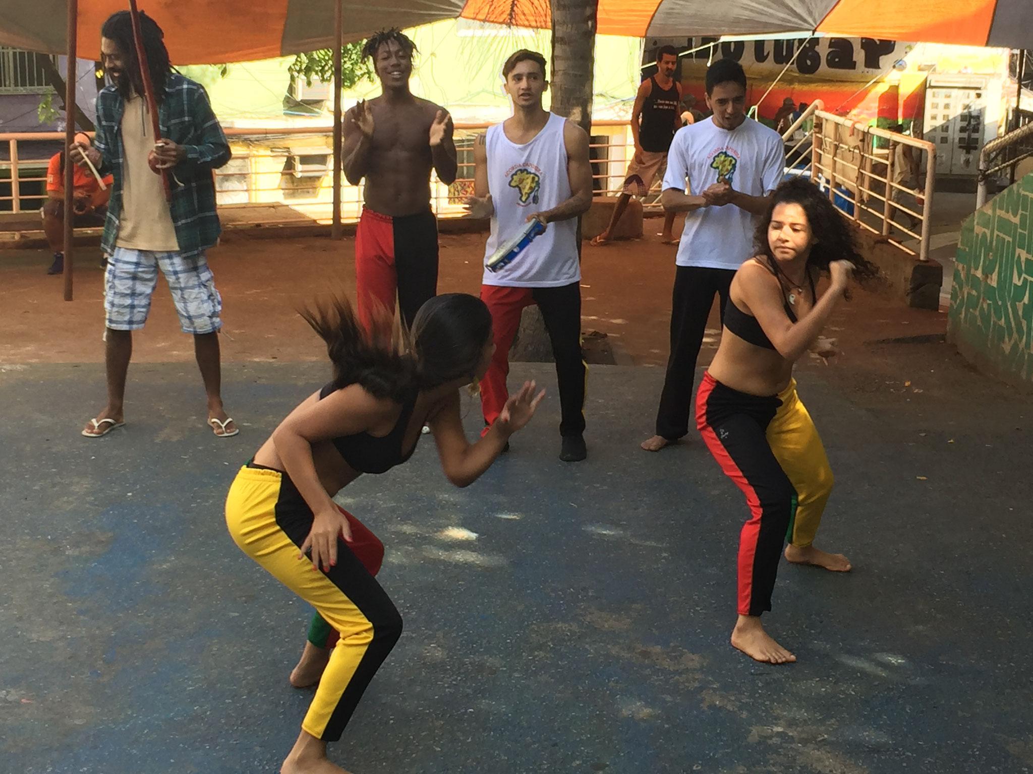 Sambatanzen in der Favela