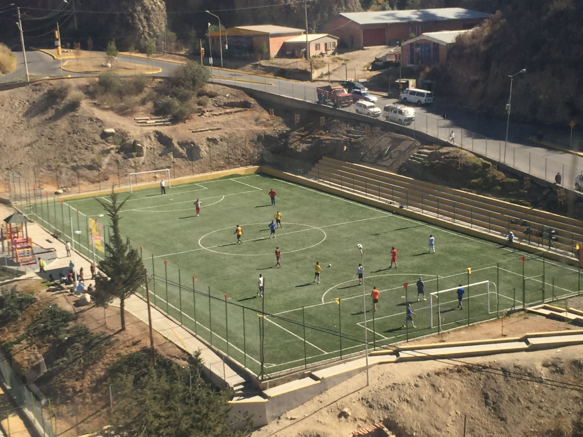 Fussballspiel auf 3800m in La Paz