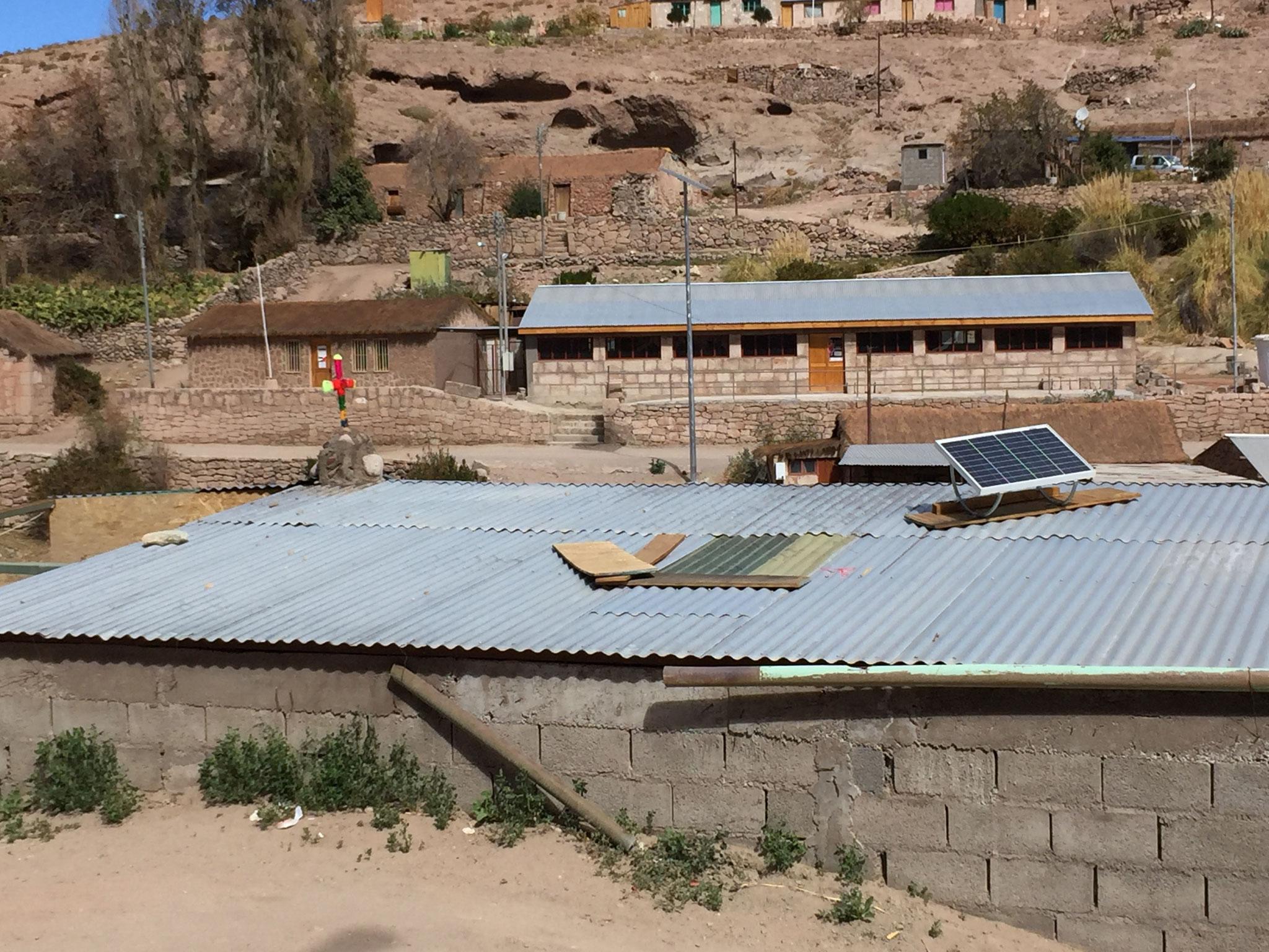 Blechdach mit Sonnenkollektor