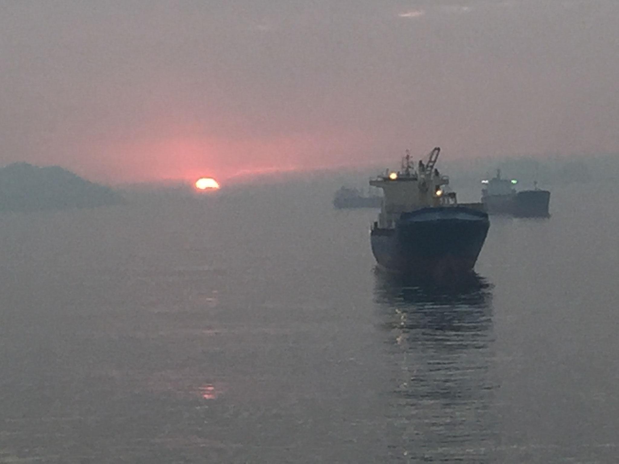 Morgensonne vor Santos