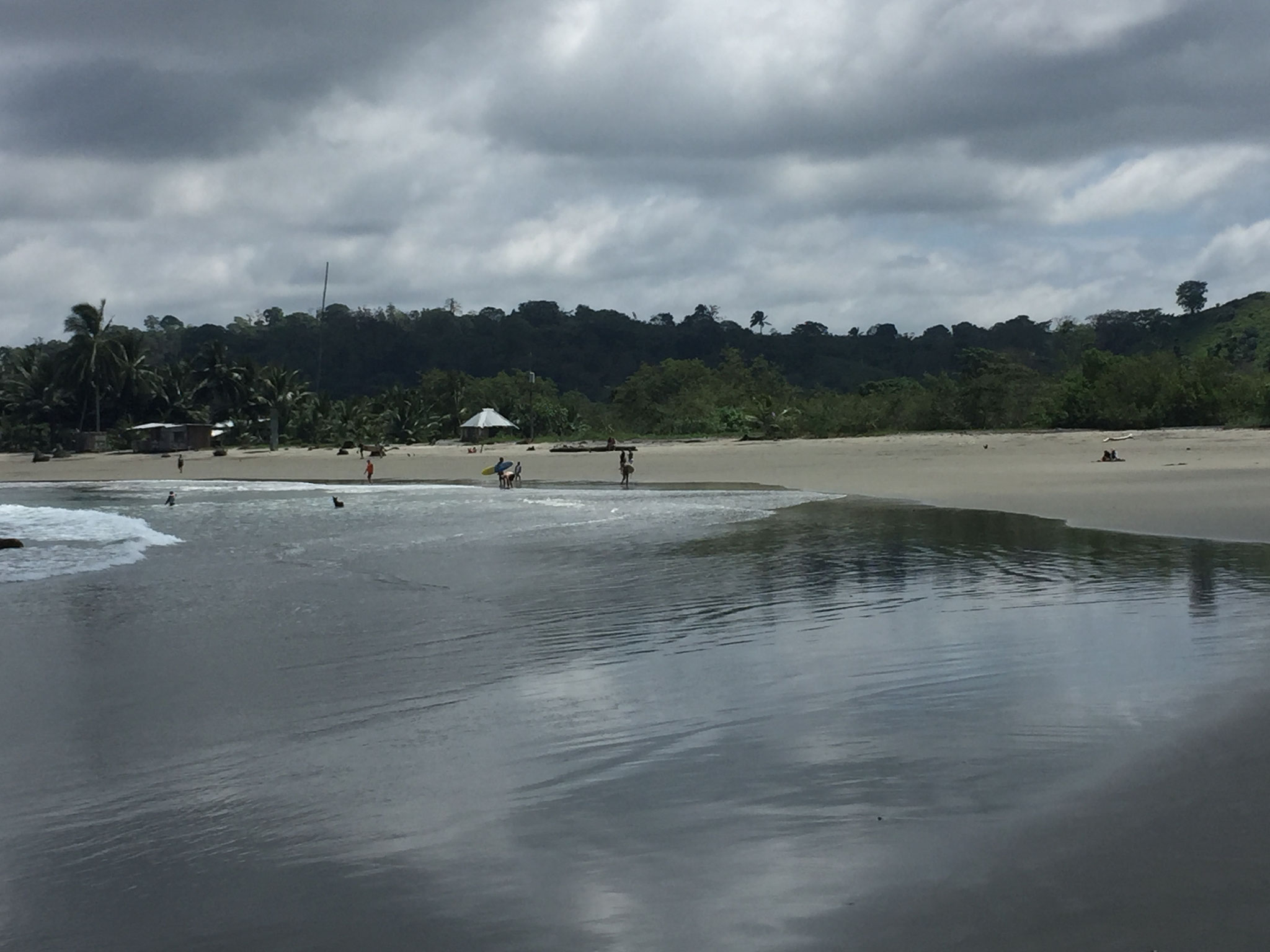 schwarzer Strand in Mompiche