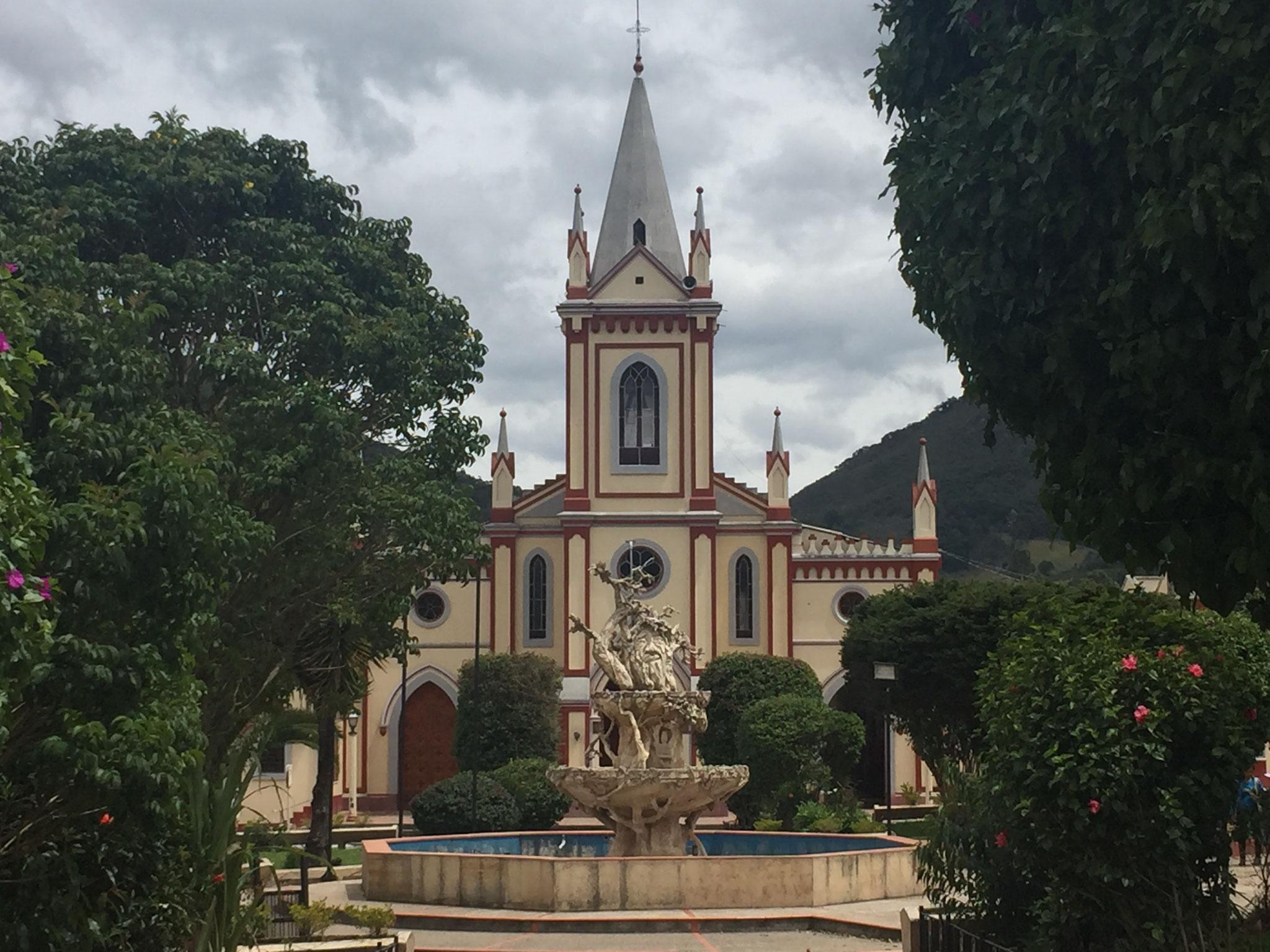 Kirche mit Hauptplatz in Arcabuco