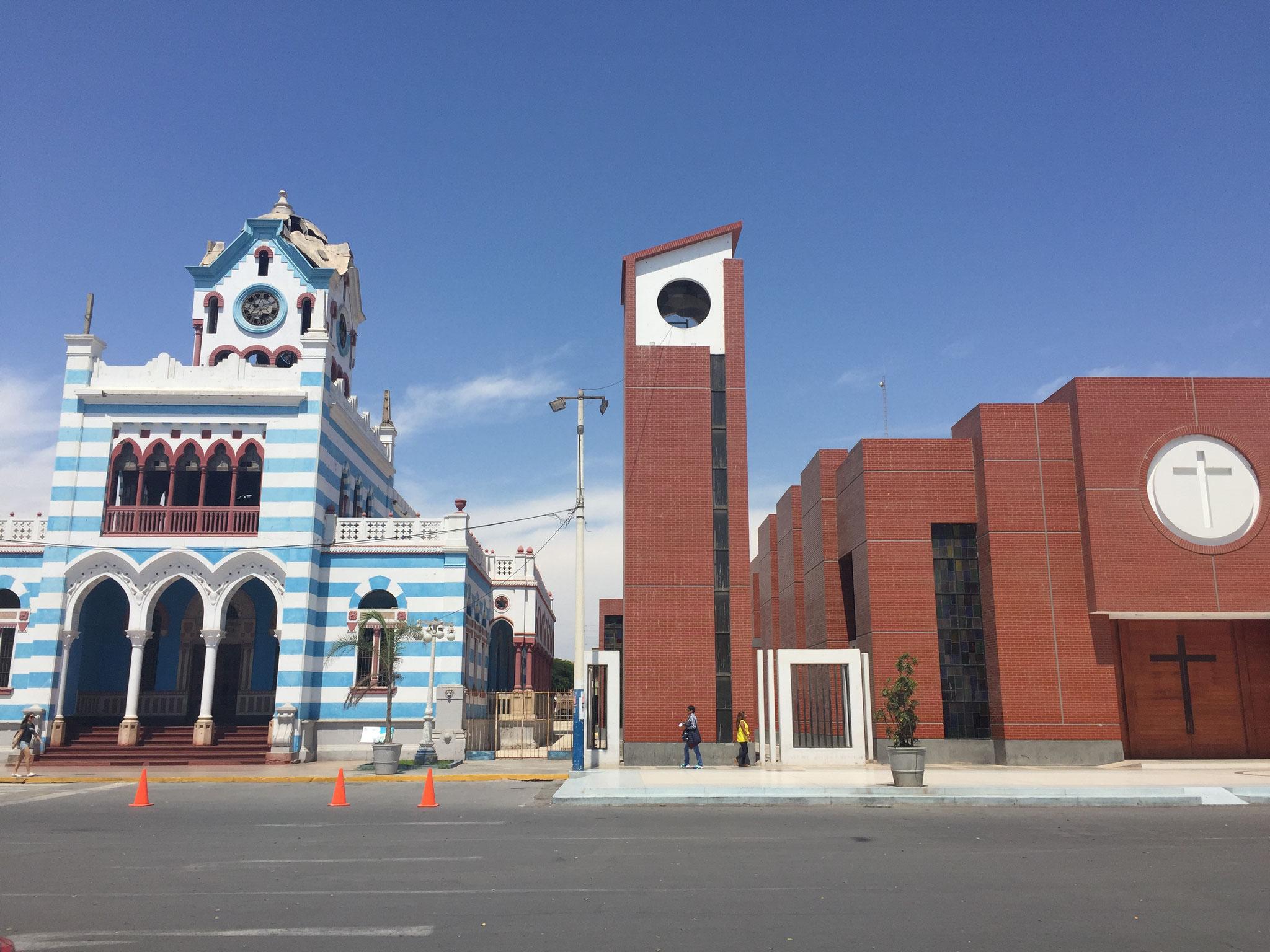 Pisco mit der erdbebengeschädigten und neuen Kirche