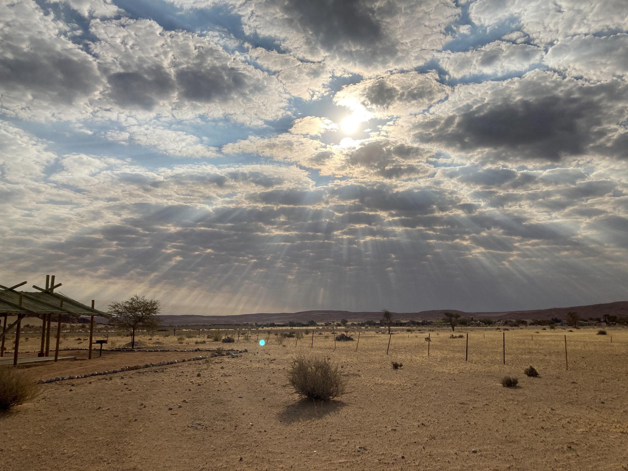 Abendstimmung mit Wolken in Sesriem