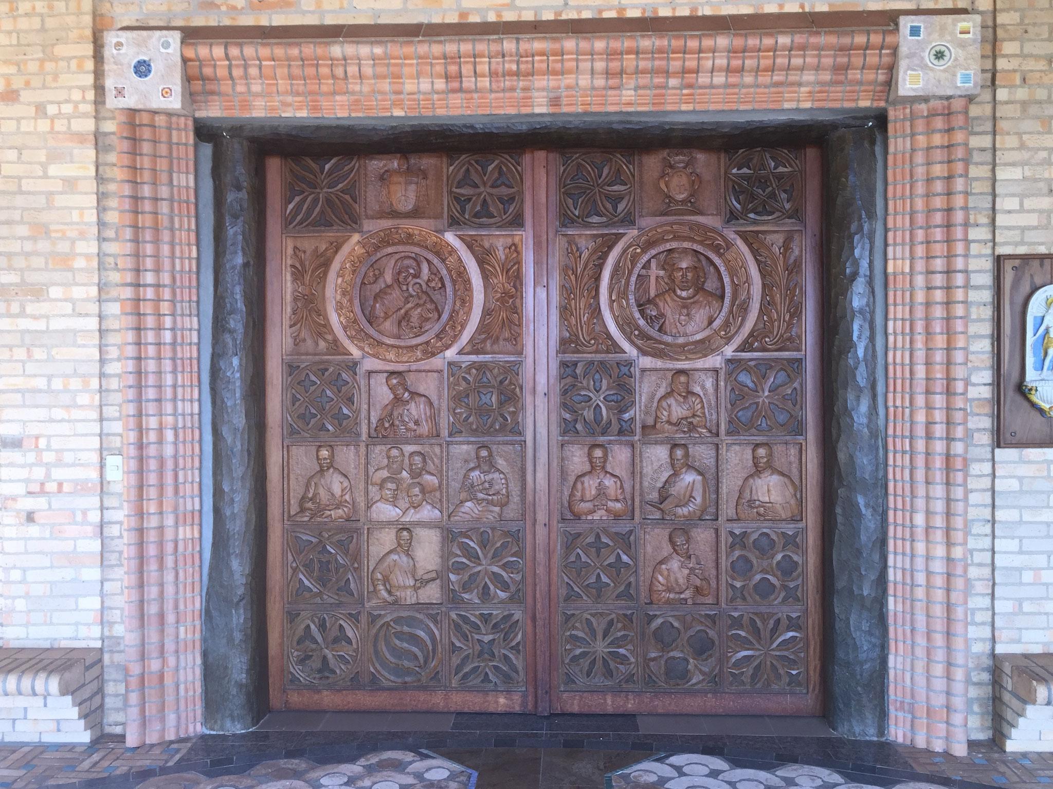 ...der Kirchentüre...