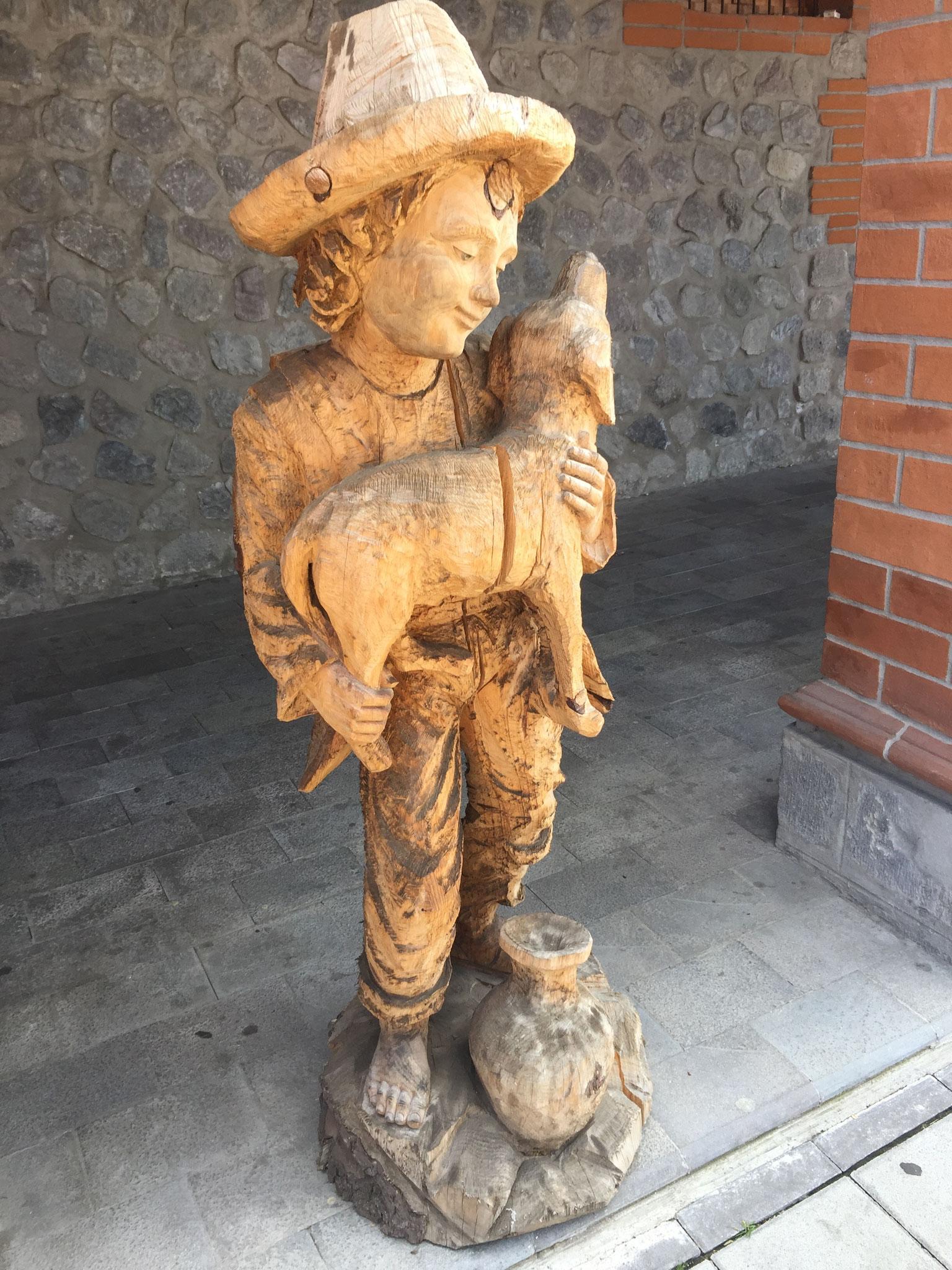 Holzschnitzereien in Ibarra