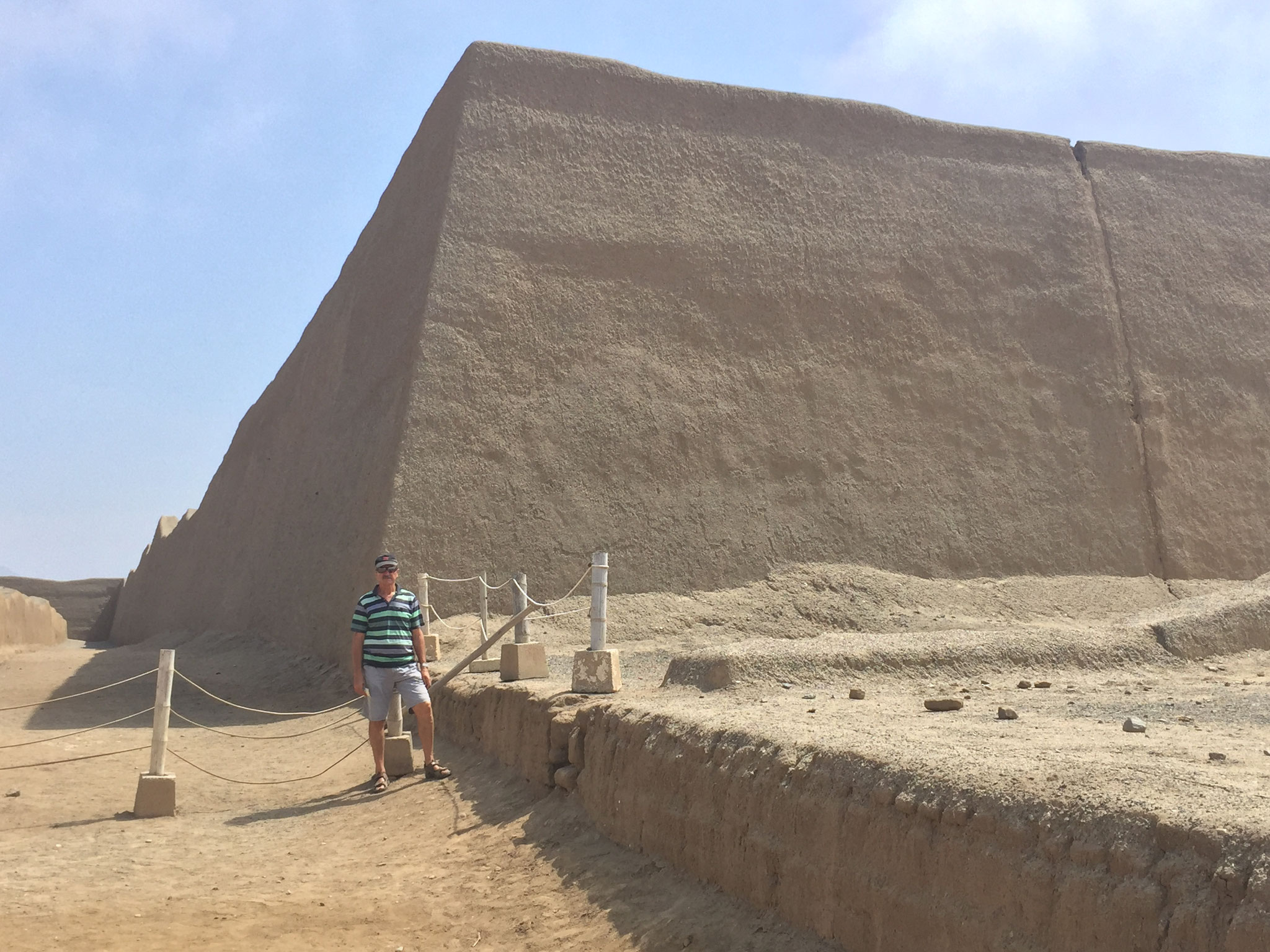 in einem Palazio von Chan Chan umgeben von hohen Mauern