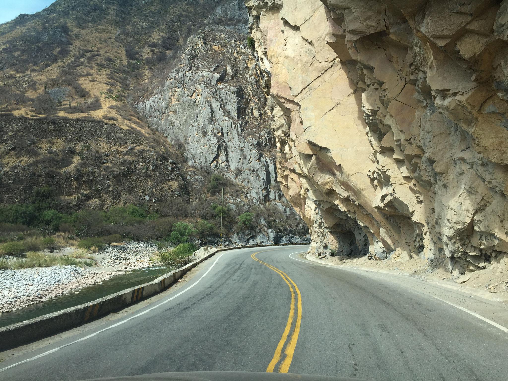 Richtung Andahuaylas, geteerte Strassen...