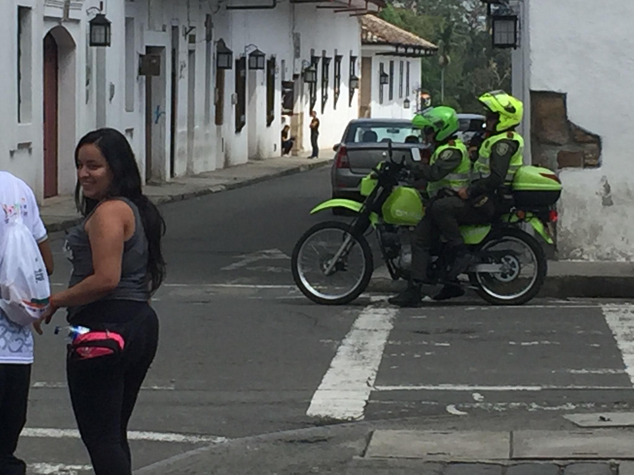 .... mit viel Polizei