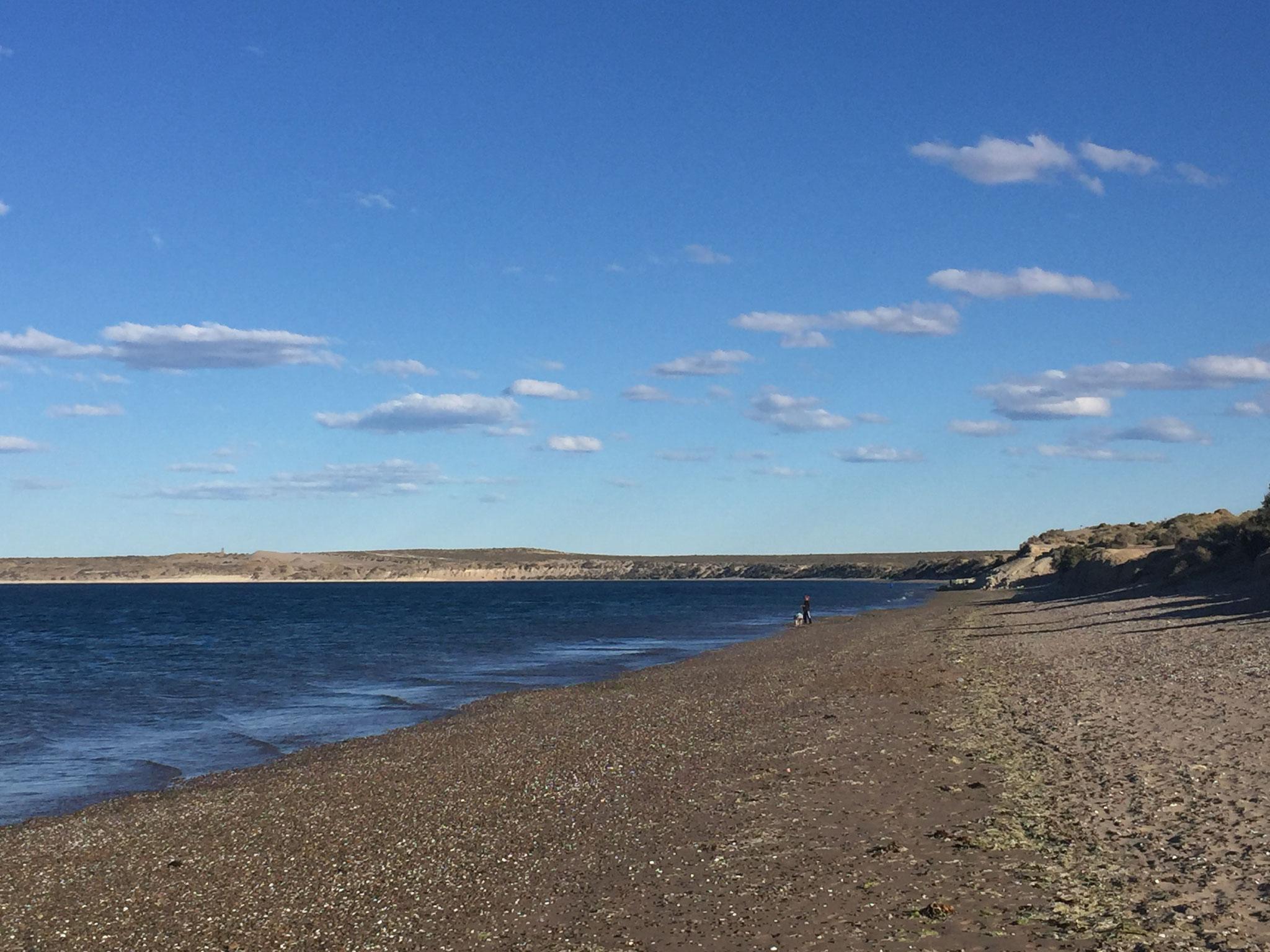 einsamer Strand in Puerto Madryn
