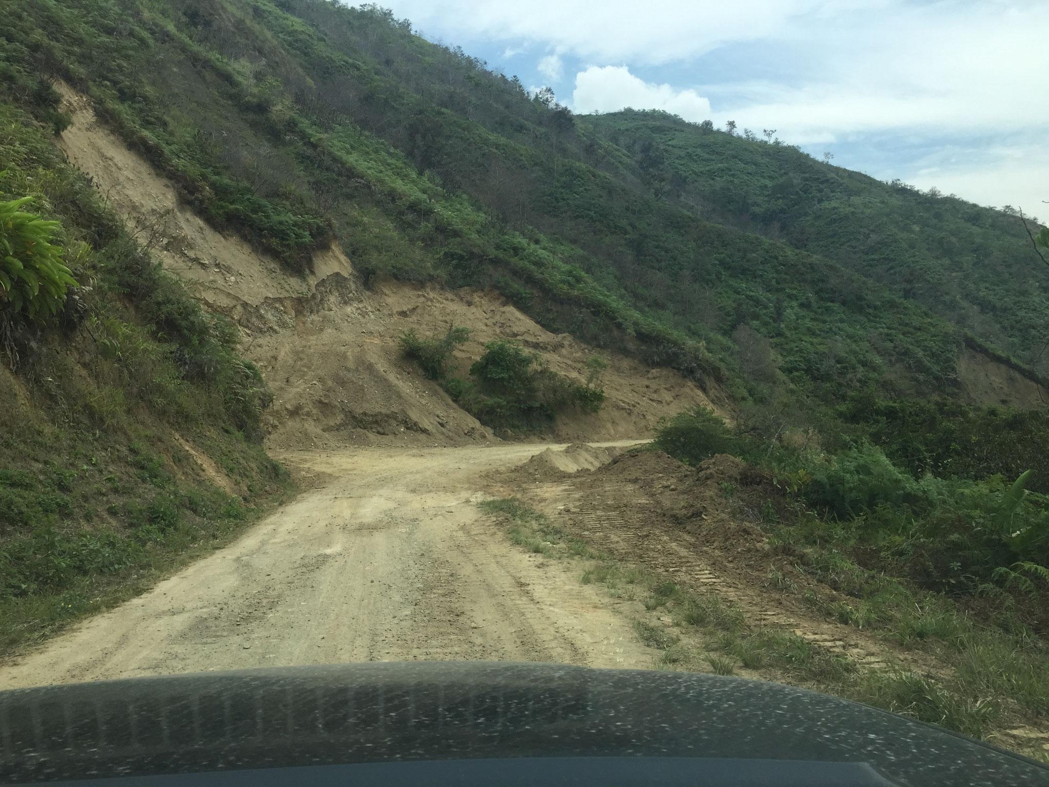 Strasse im Süden Ecuadors