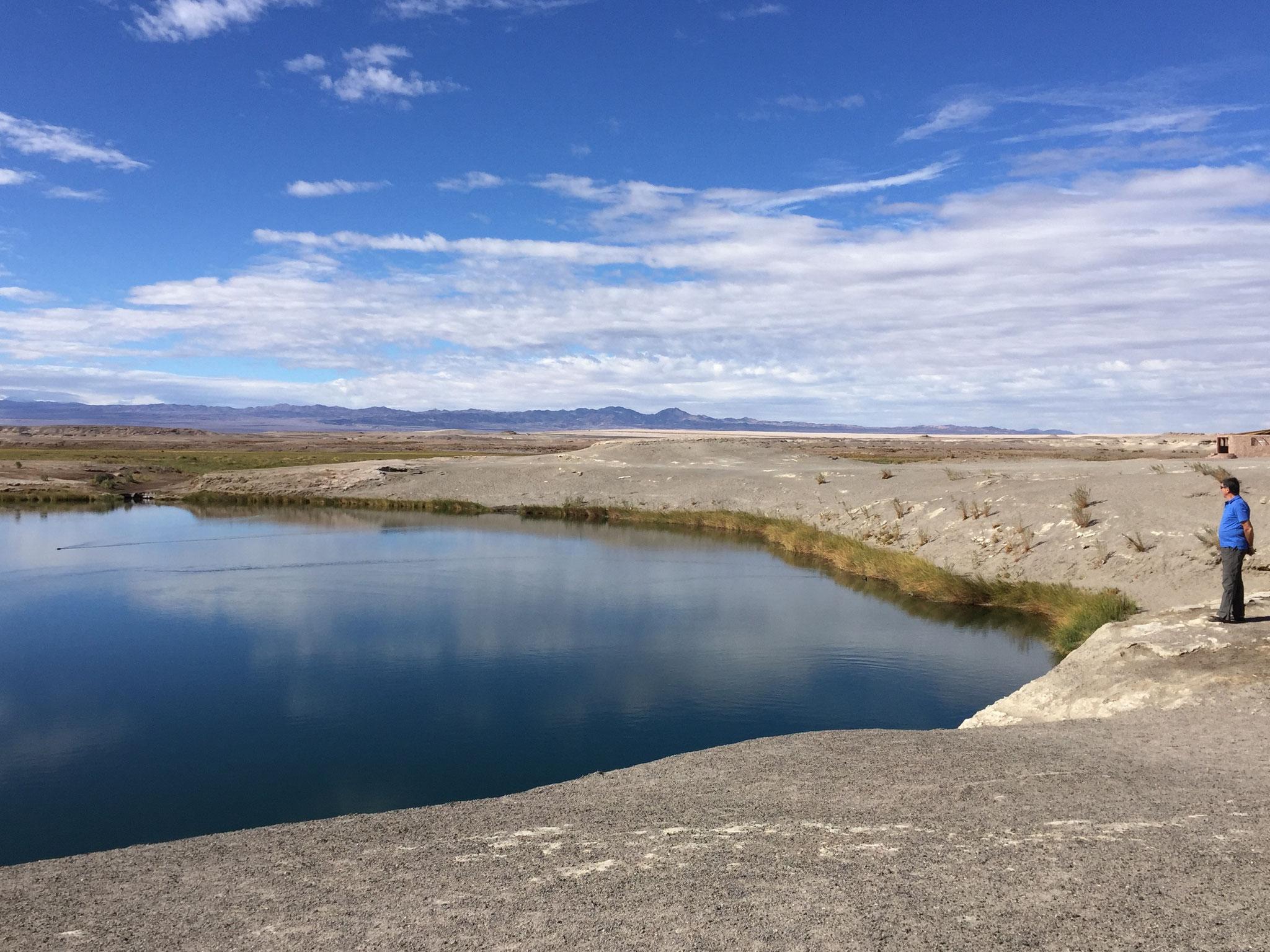 tiefer See mitten in der Wüste