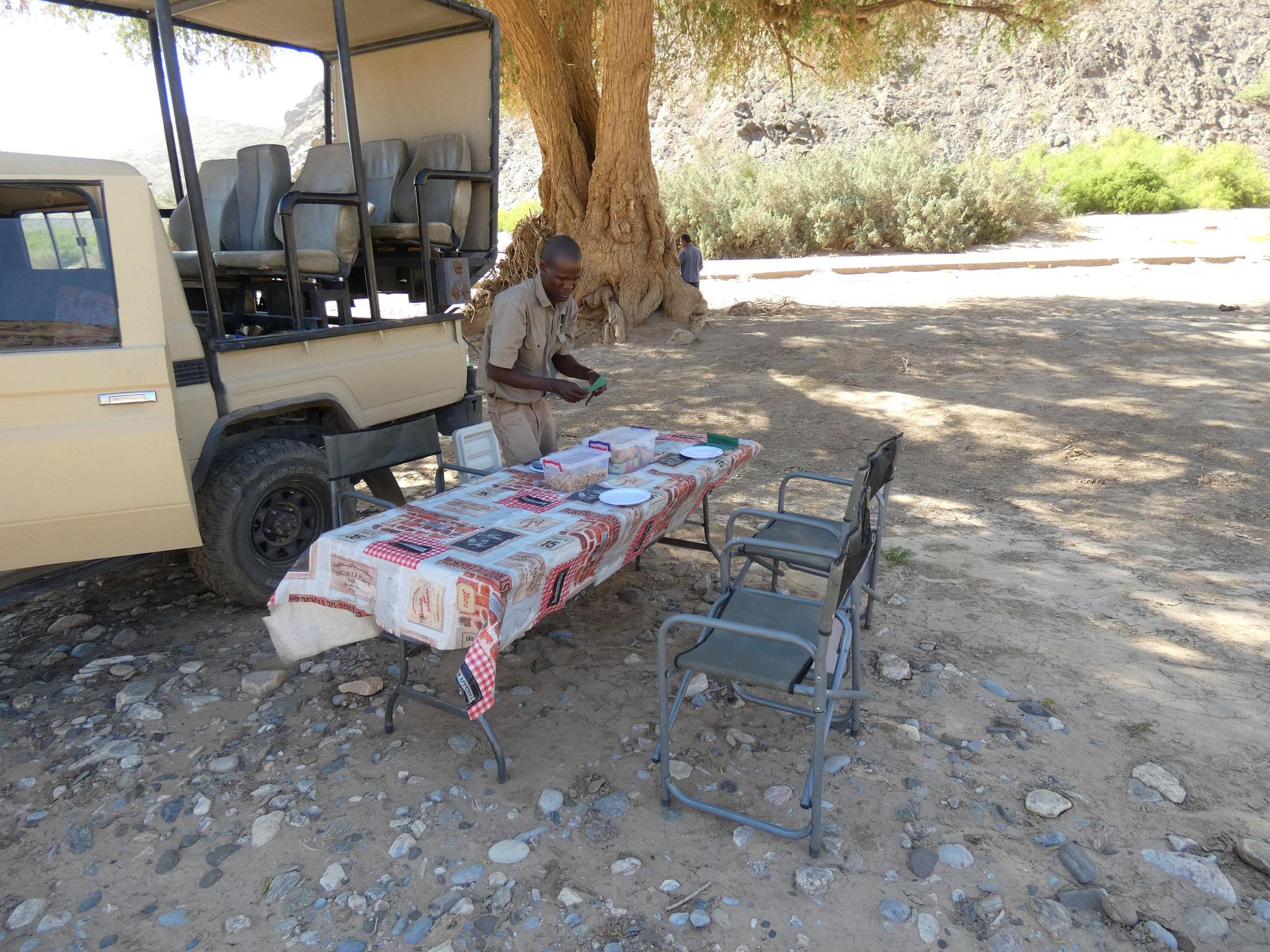 Lunch unter dem Anabaum
