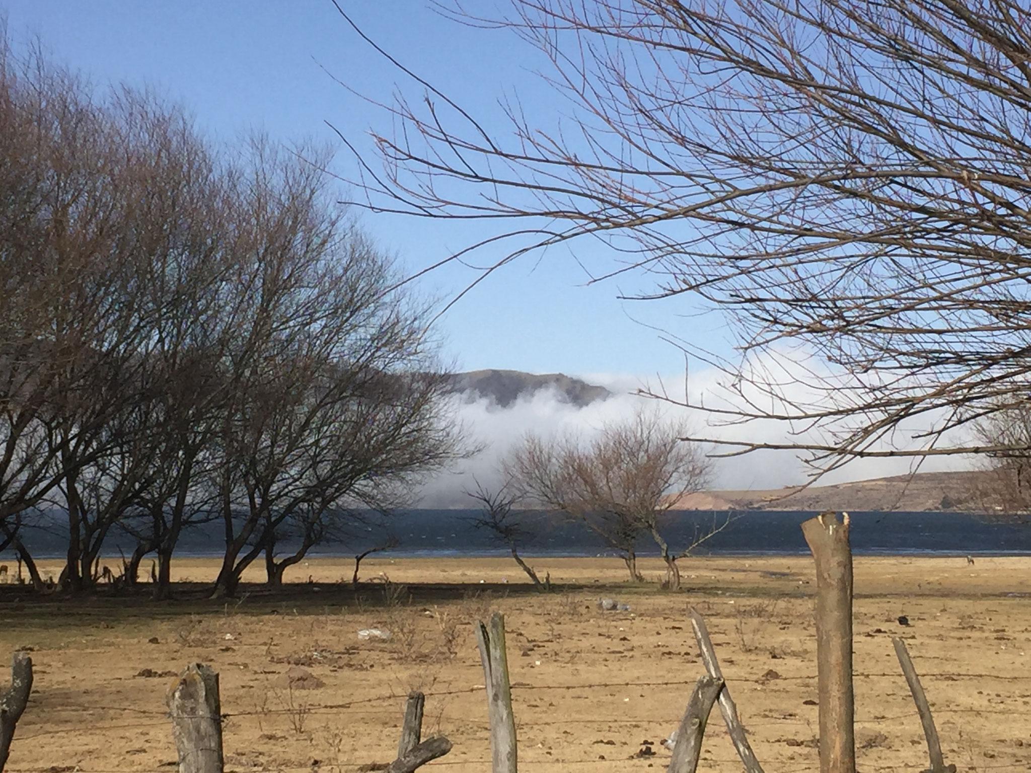 Nebel zieht vom Tal hoch