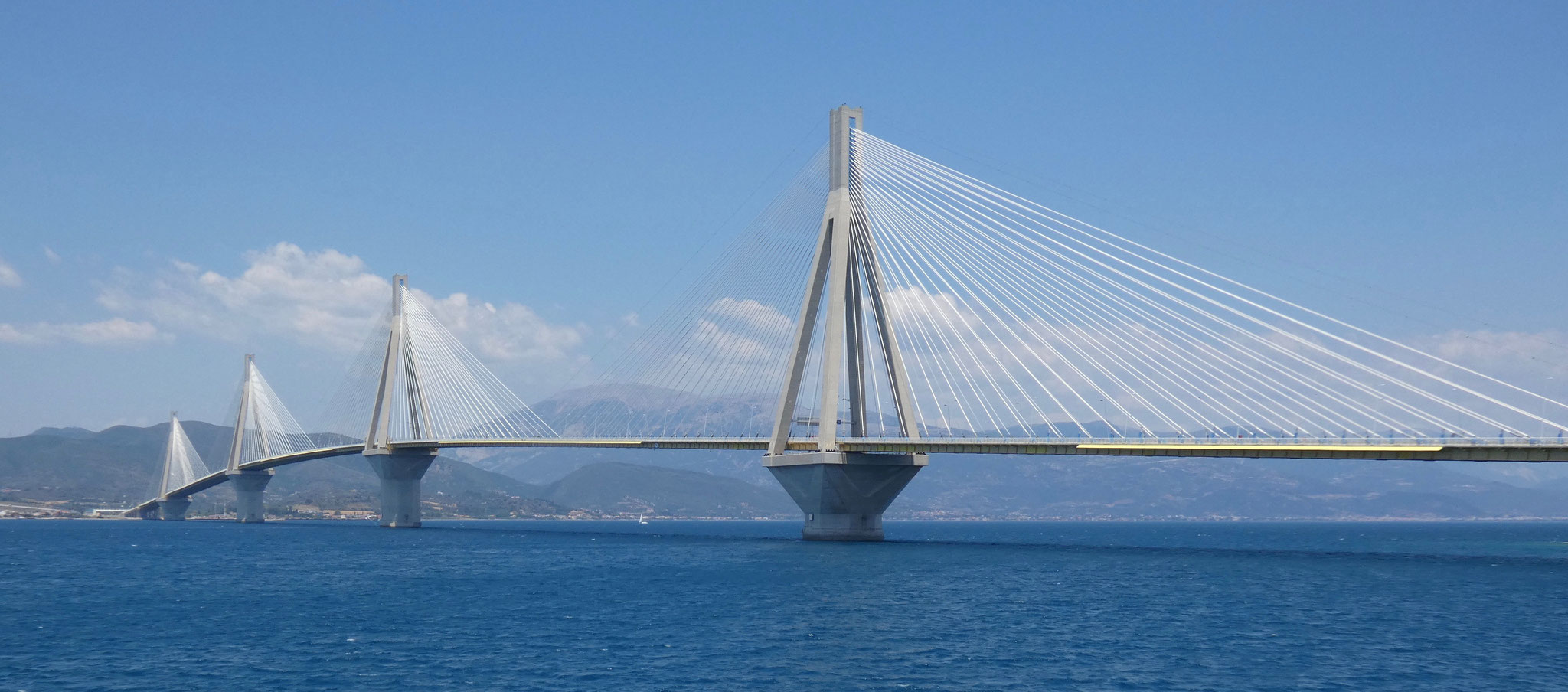 Brücke von der Fähre aus