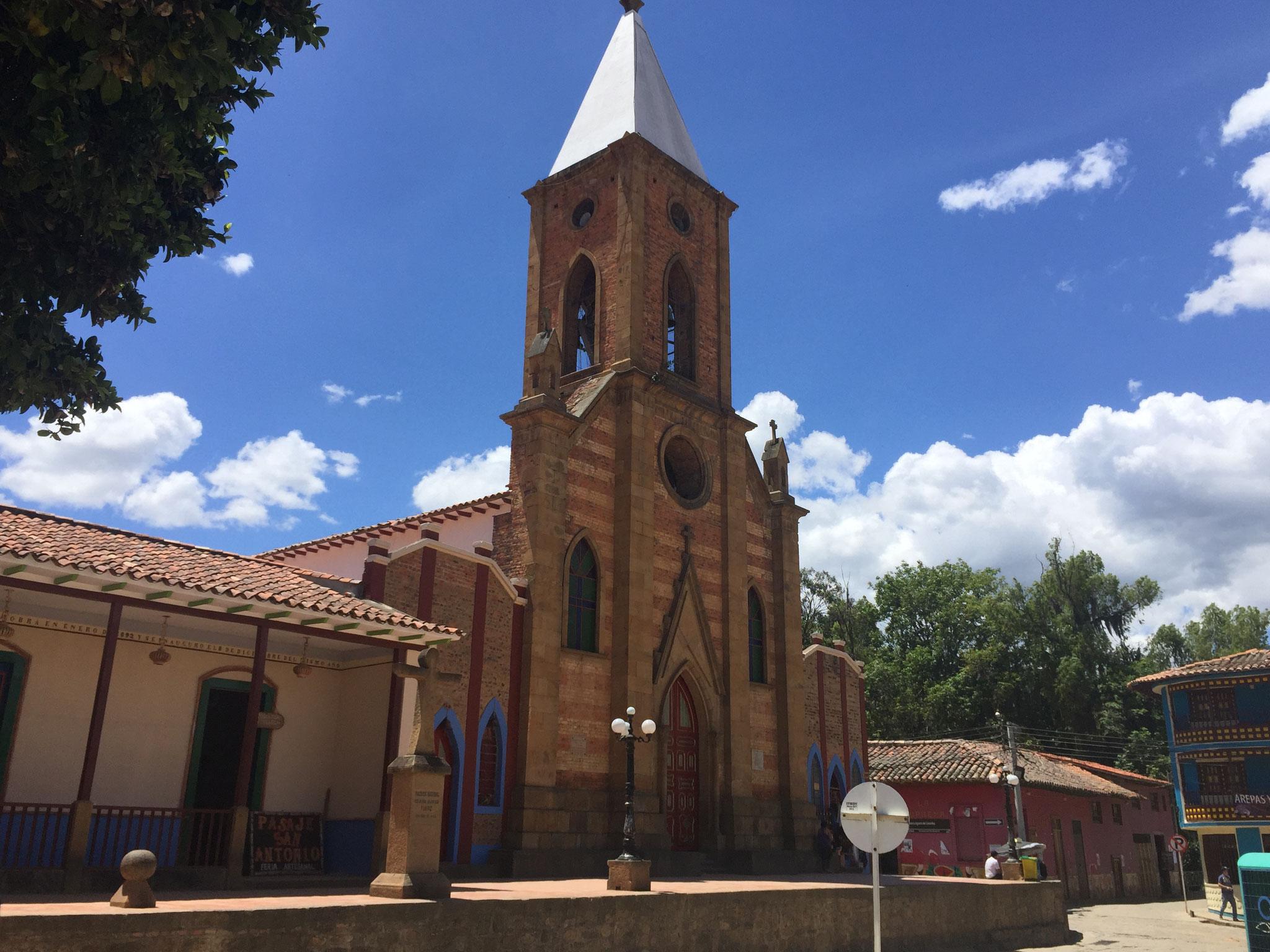 Kirche in Raquira mit ......
