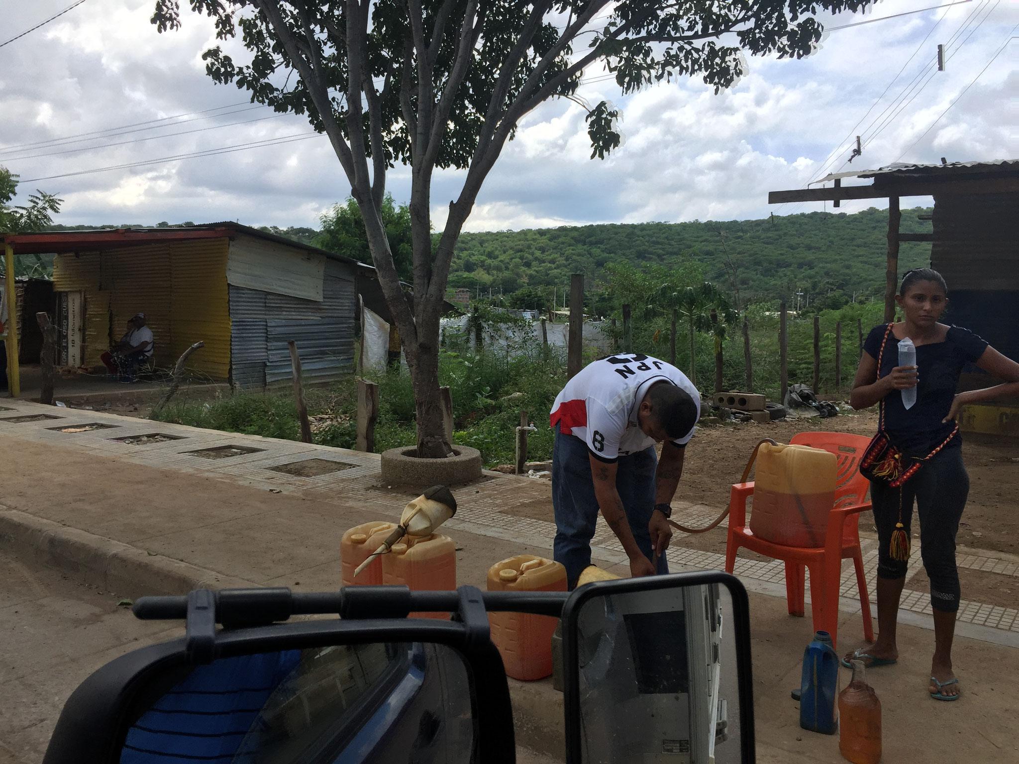 Diesel aus Venezuela am Strassenrand