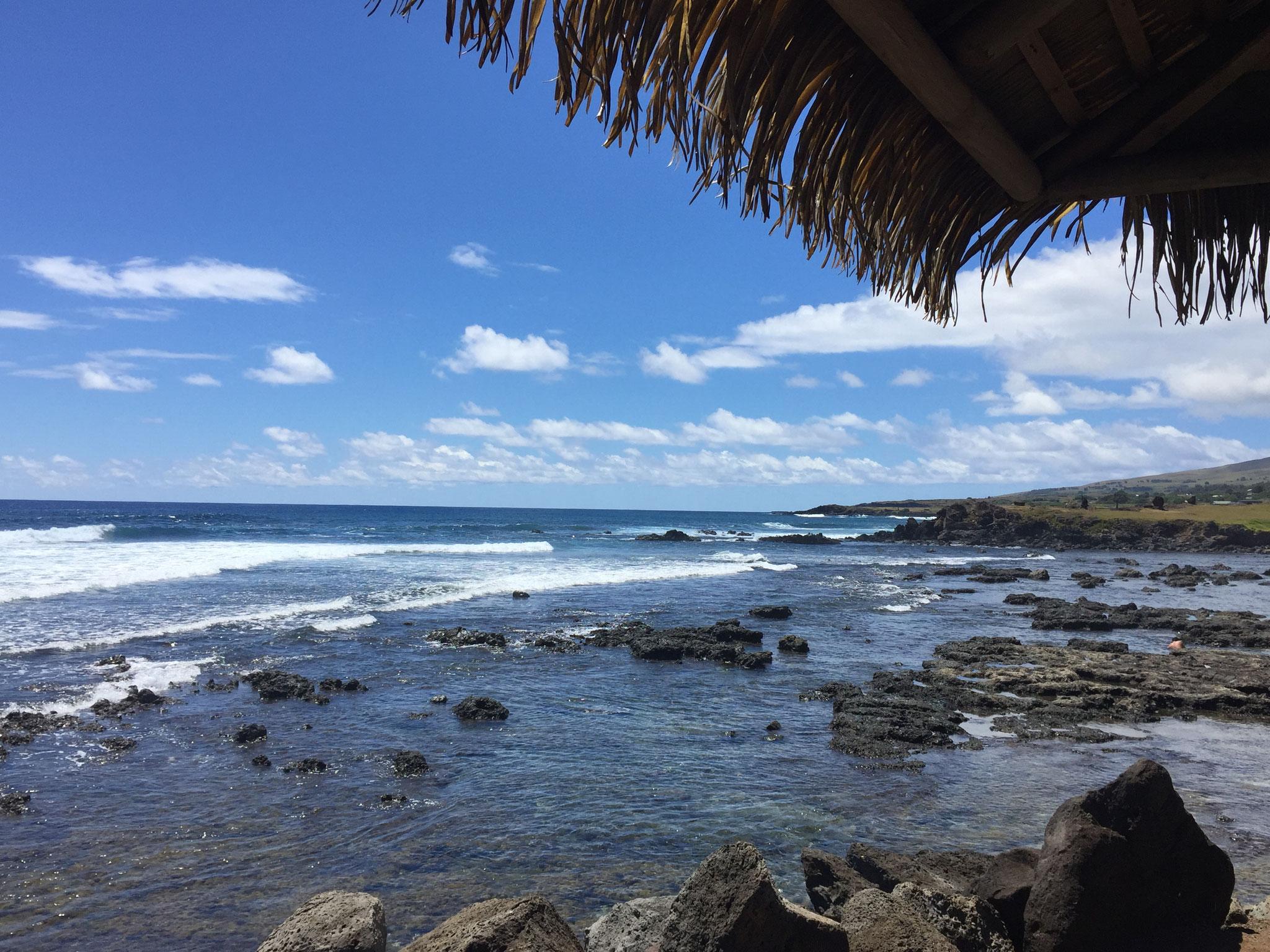 am Meer in Hanga Roa....