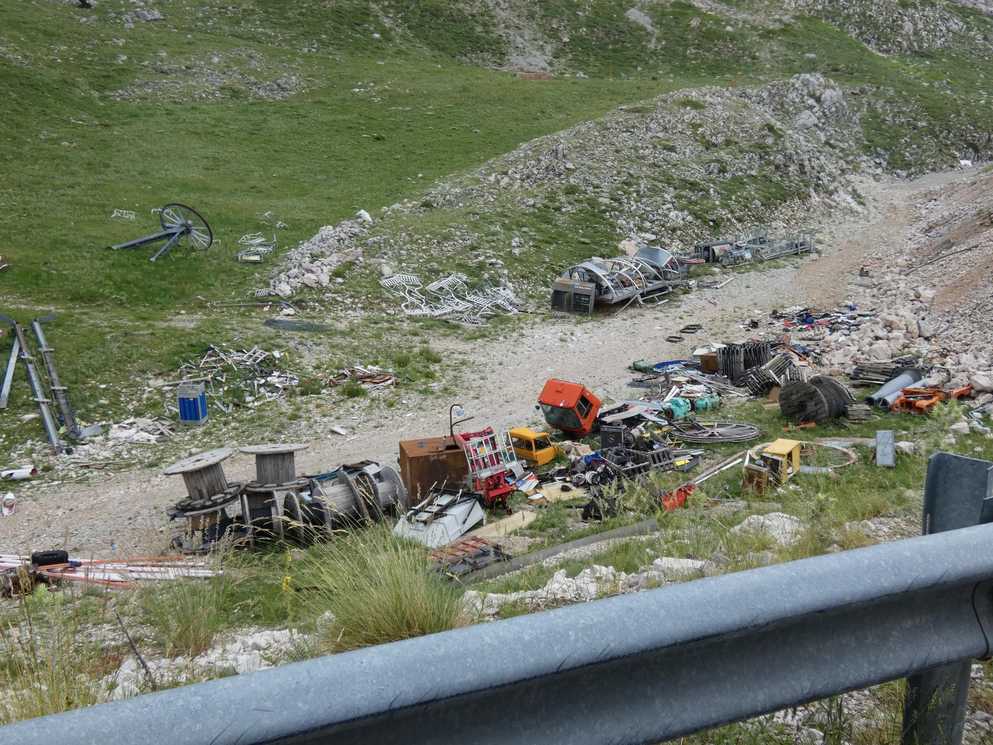 Müll hinter der Skiarena