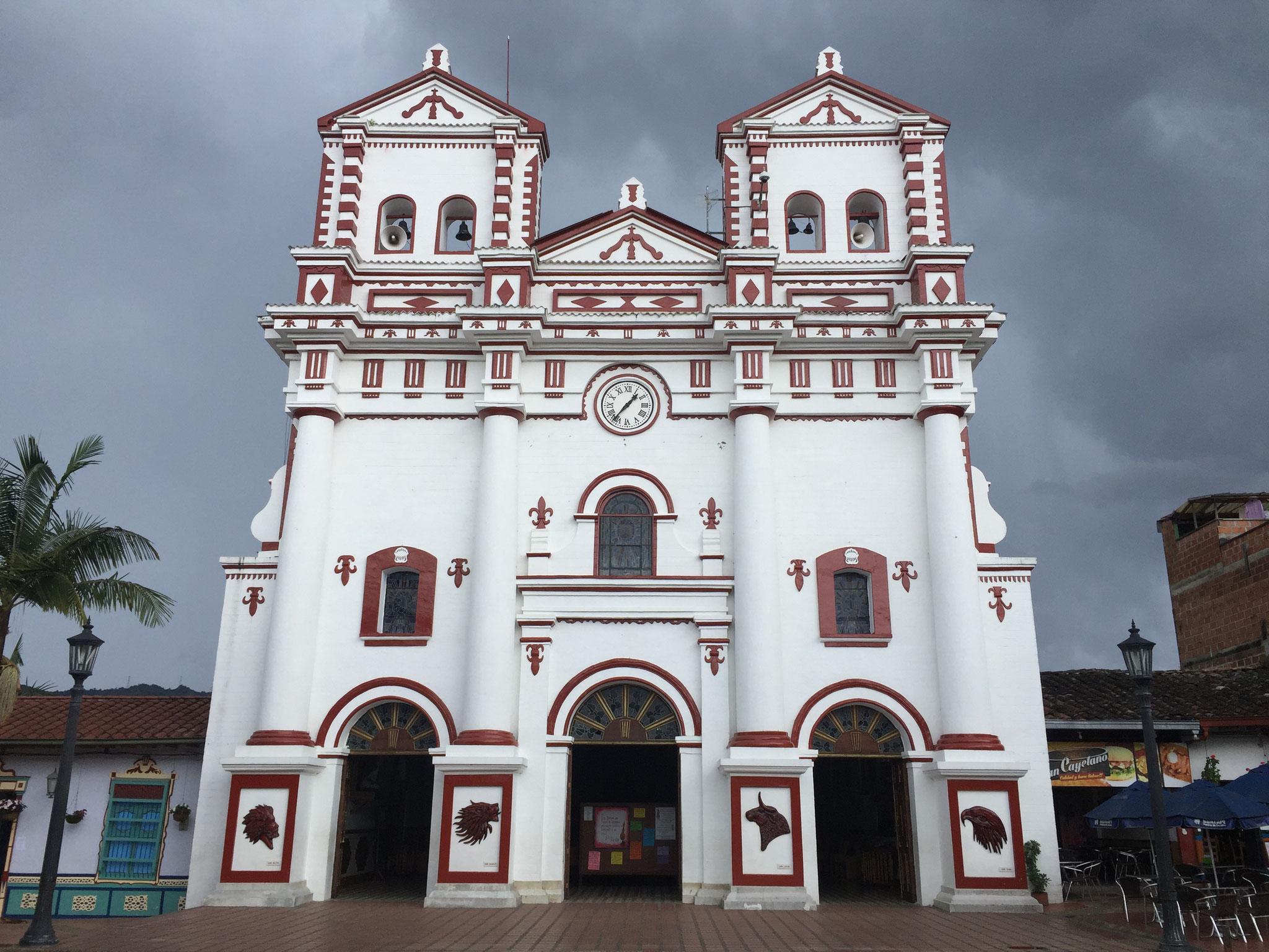 im Dorf El Penon mit Kirche....