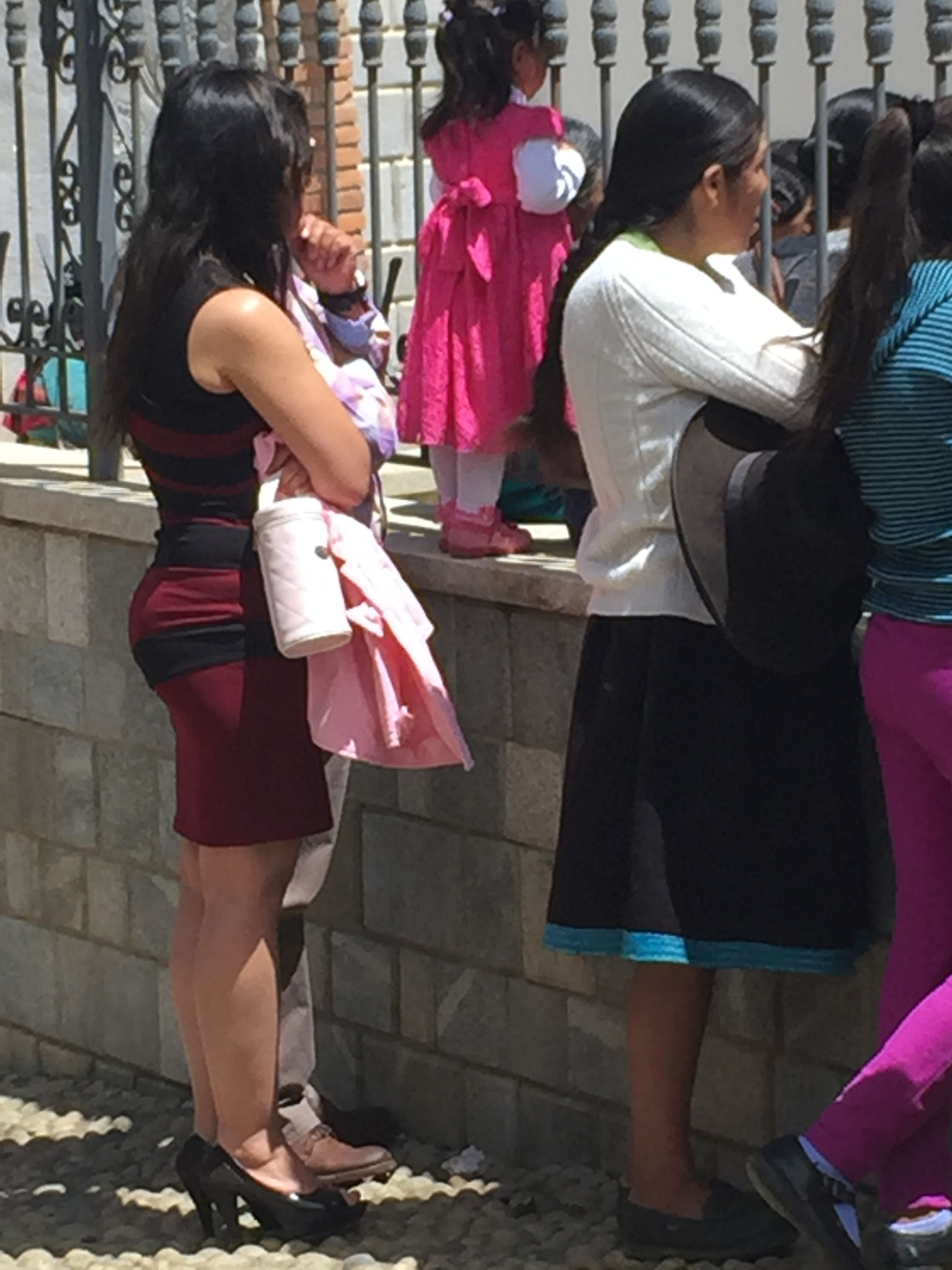 """auch """"modern"""" gekleidete Damen"""