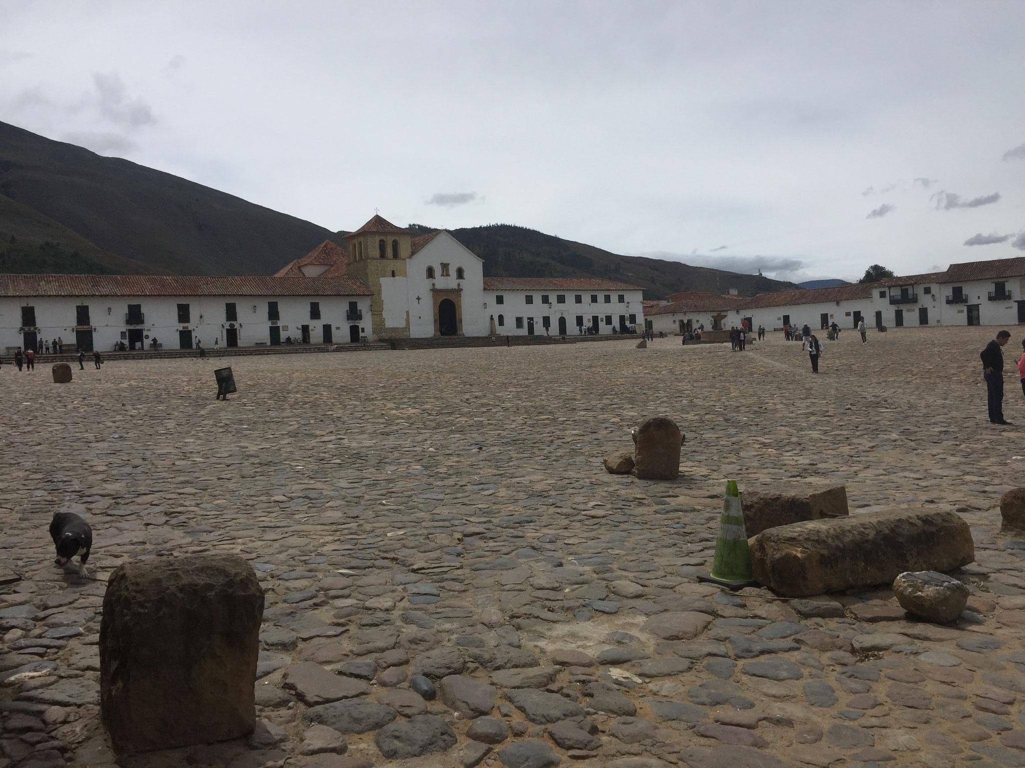 ..... mit grösstem Dorfplatz Südamerikas