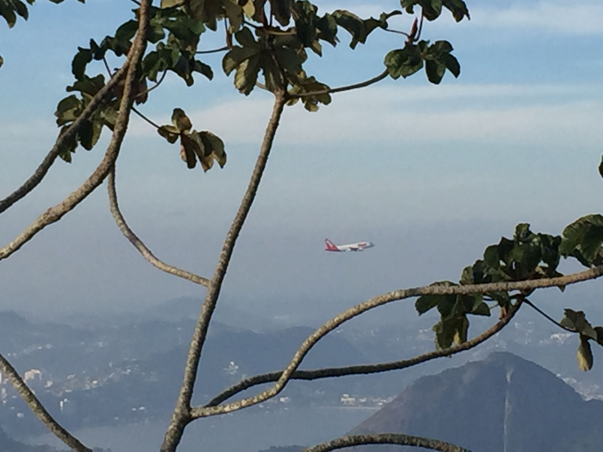 Flugzeuge fliegen vorbei