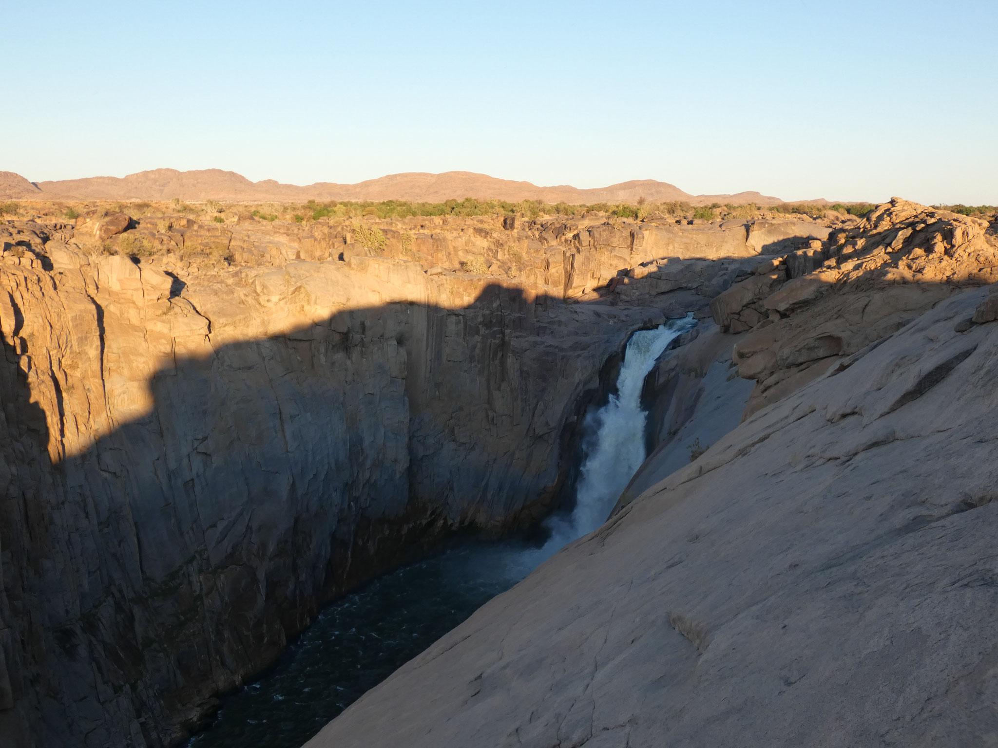 ---- mit Wasserfall im ....