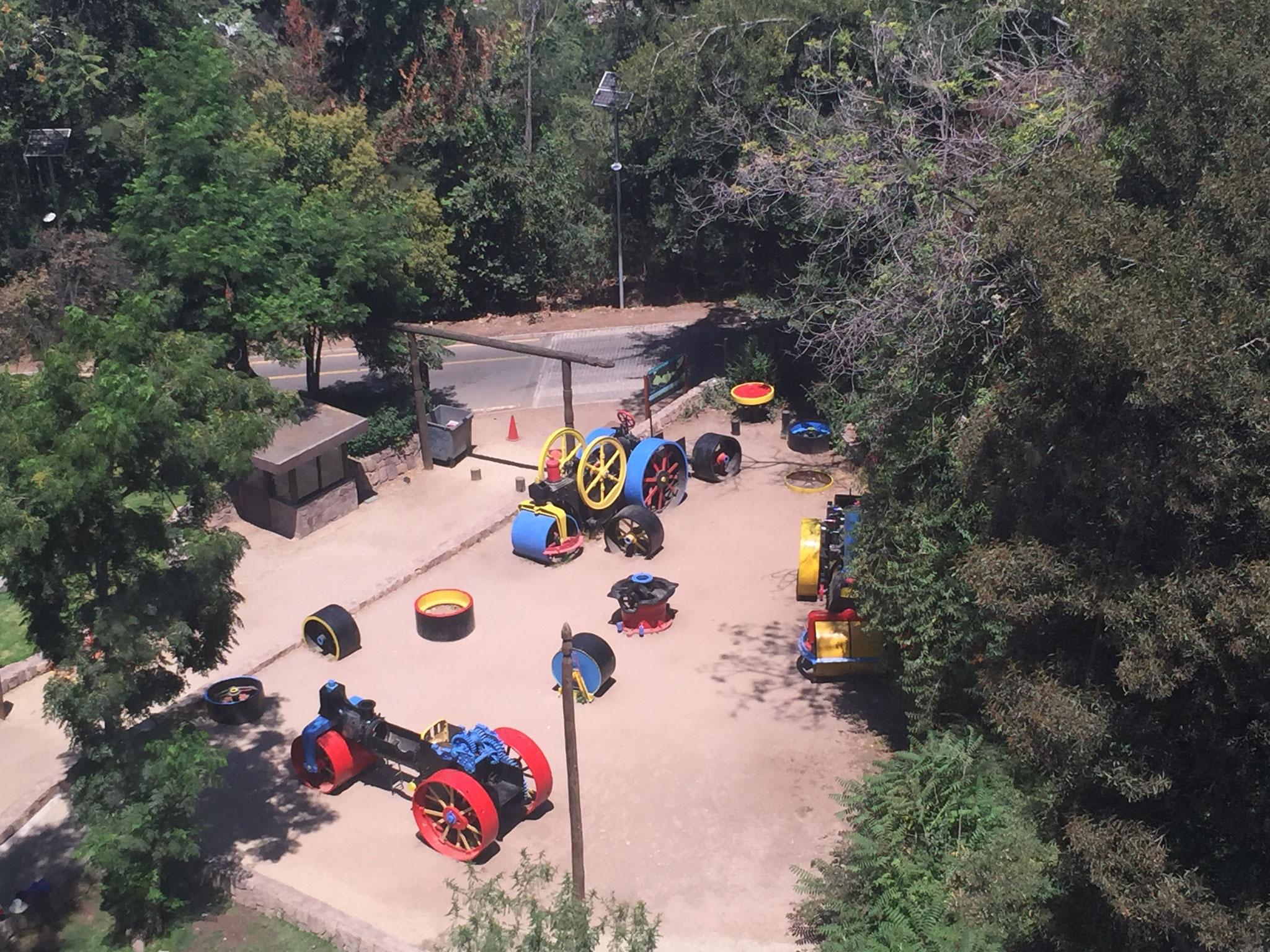 Sicht aus der Gondel auf Kinderspielplatz....