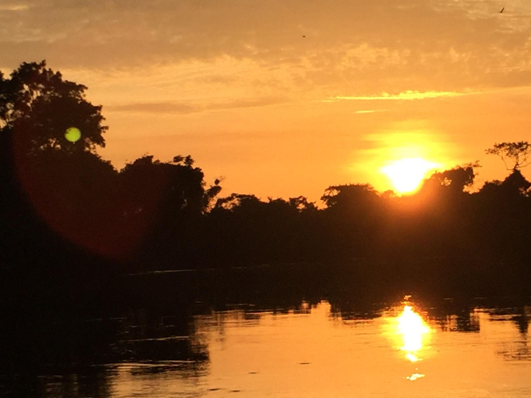 Sonnenaufgang auf dem Boot