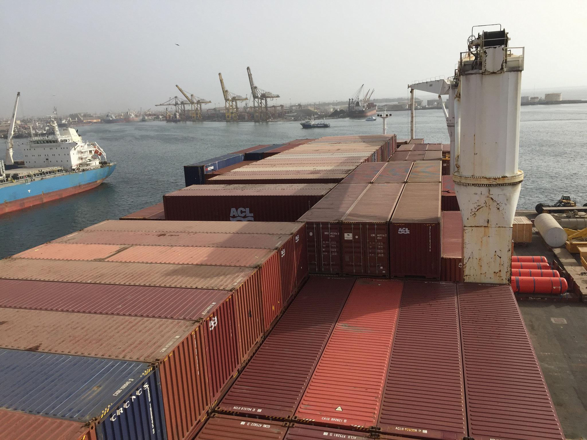 nach Dakar leere Container für Europa