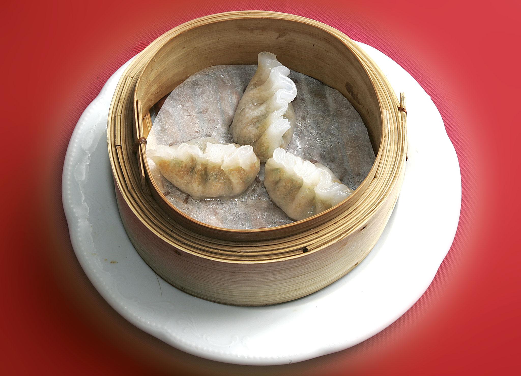 Gemischtes Hackfleisch mit Erdnüssen in Reismehlteig
