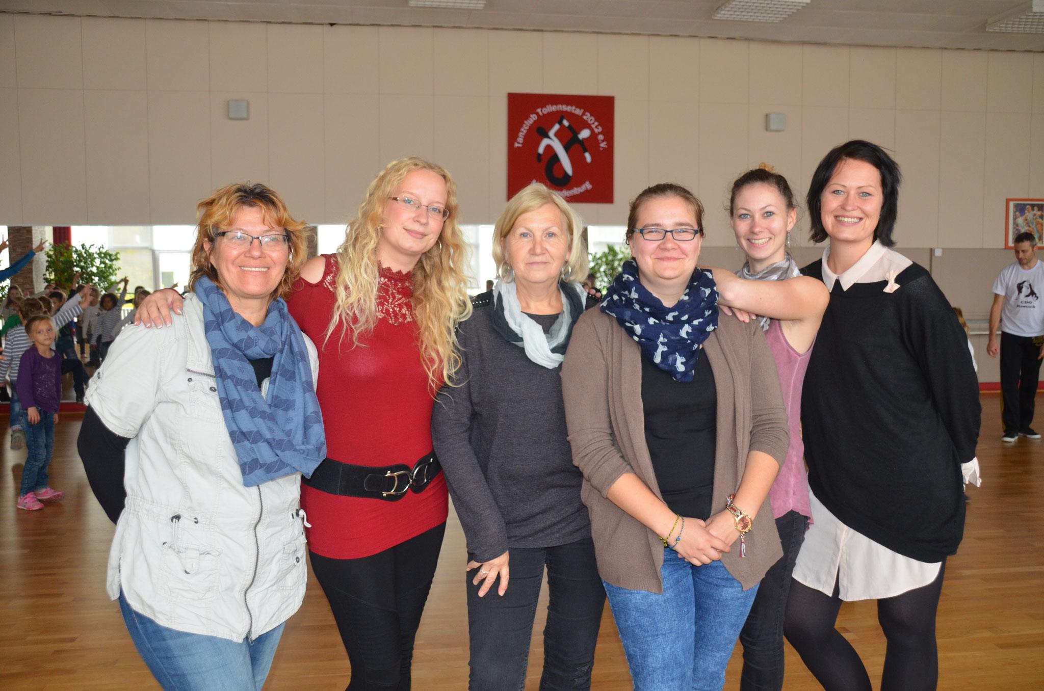 Übungsleiterin Anne Hauptmann und Harald Warncke vom Tanzclub erklärten nach der Veranstaltung Eltern und deren Kindern, wie es mit den Trainingsstunden weiter geht u.a.m.