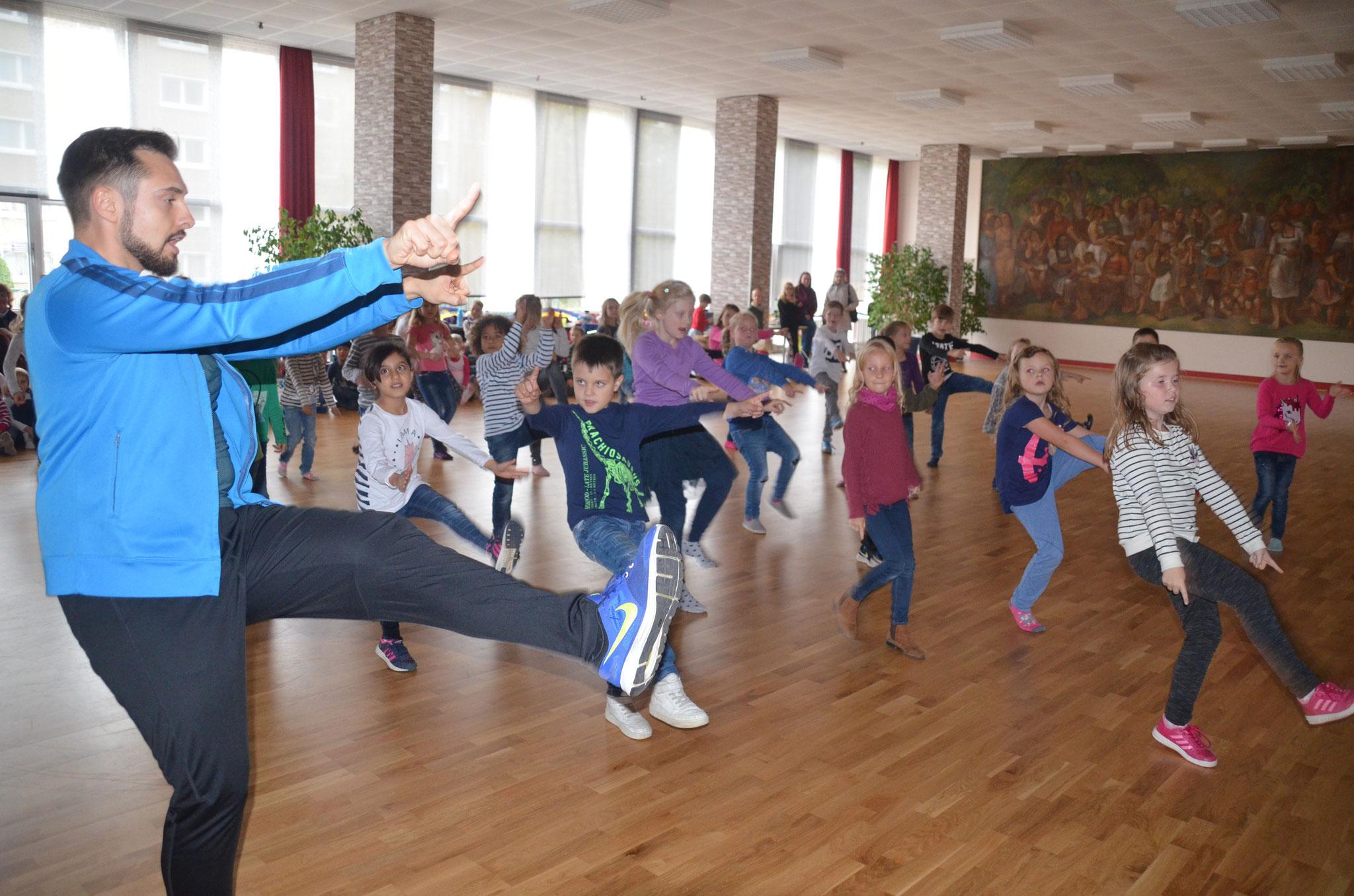 Hip Hop mit unserem polnischen Trainer Patrick Czapczyk war sowohl bei Mädchen als auch bei Jungen gefragt.