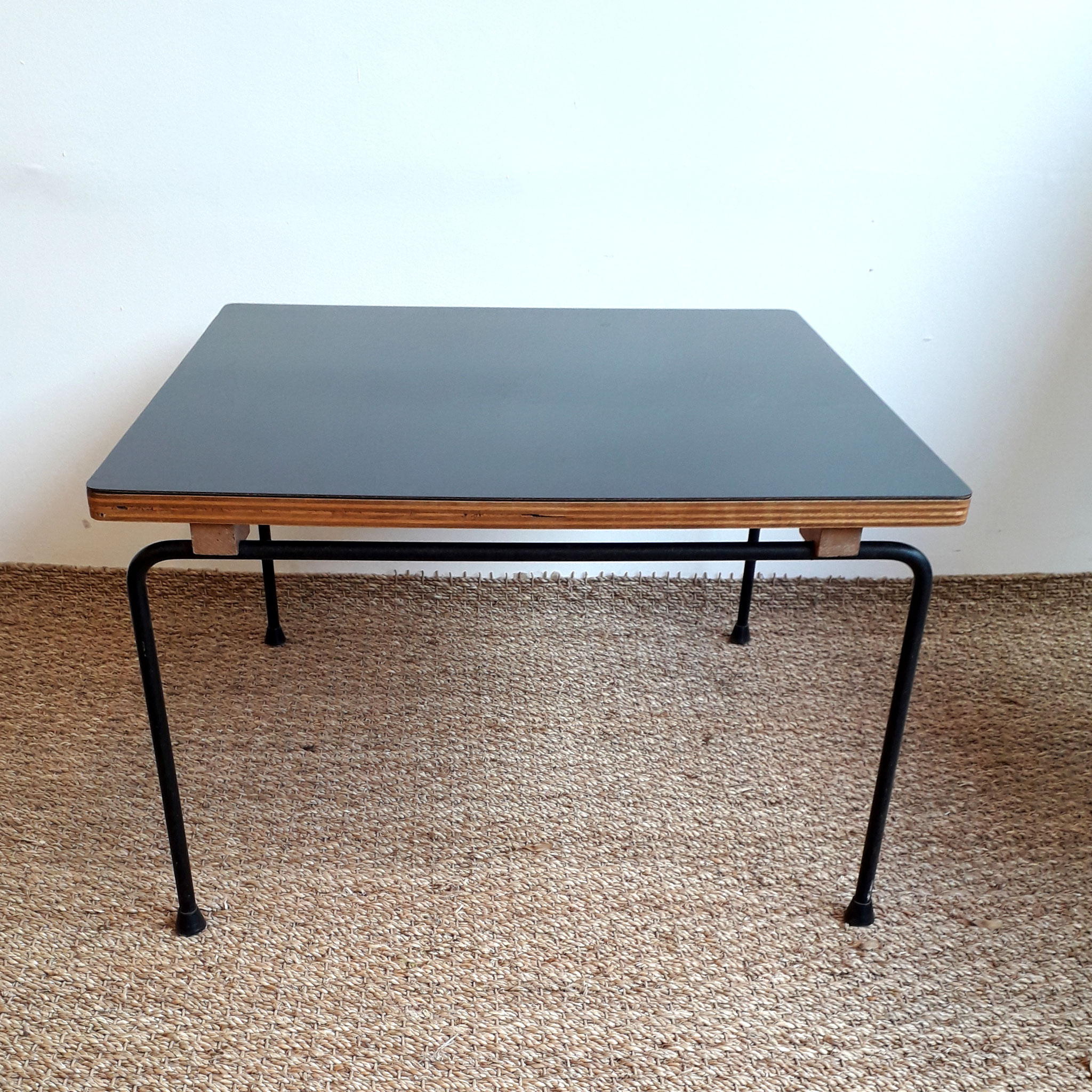 Table basse CM 192, édition Thonet, 1959