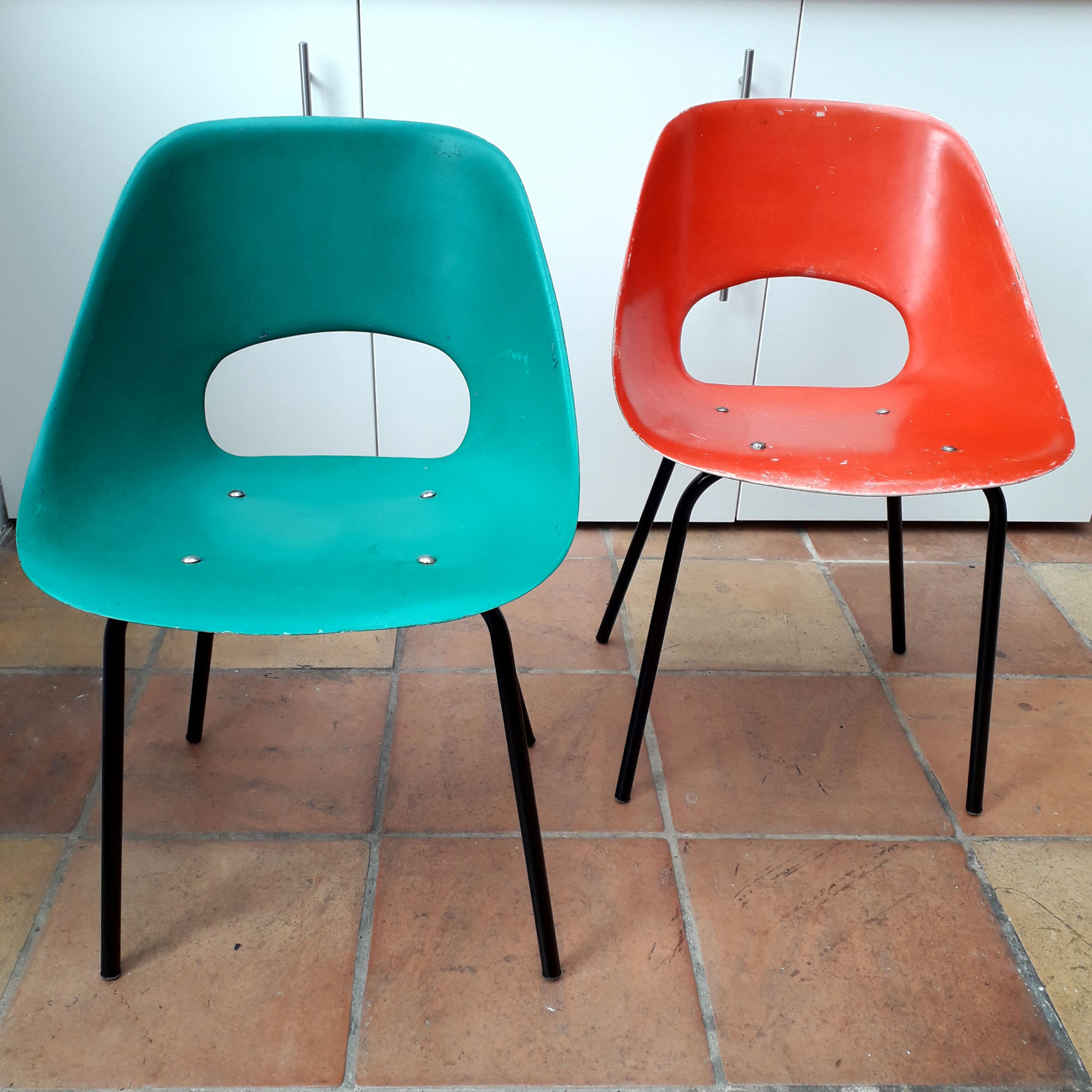 Paire de chaises Tulipe en résine de polyester, édition Steiner, 1954
