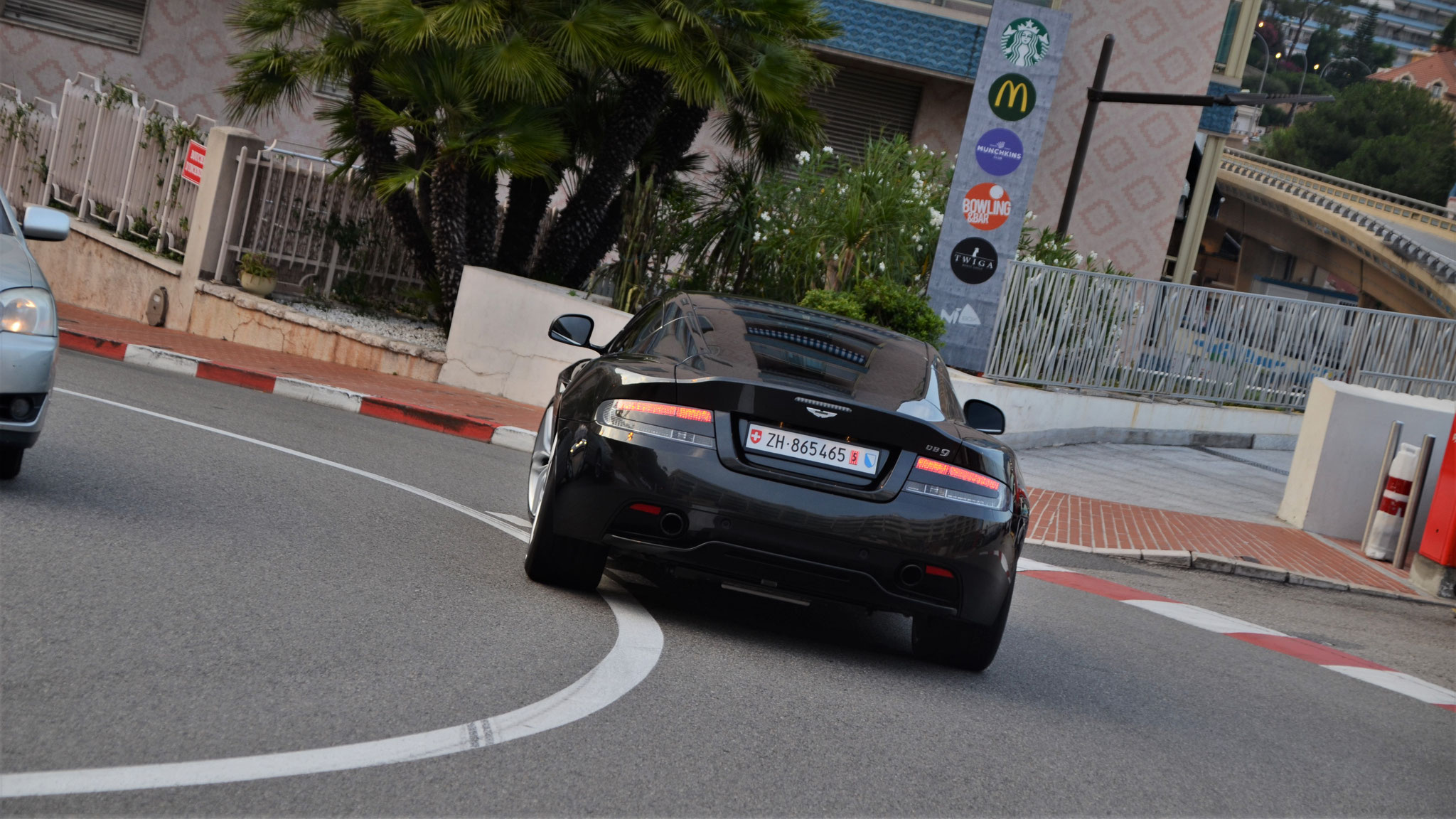 Aston Martin DB9 GT Coupé - ZH-865465 (CH)