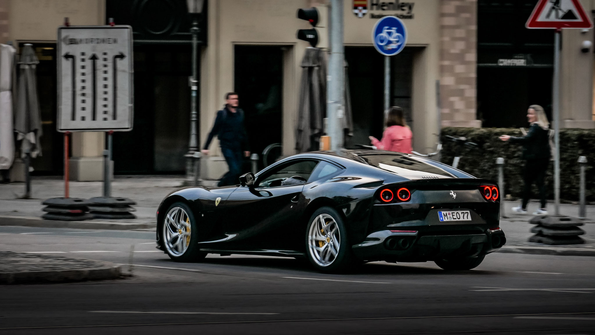 Ferrari 812 Superfast - M-EO-77