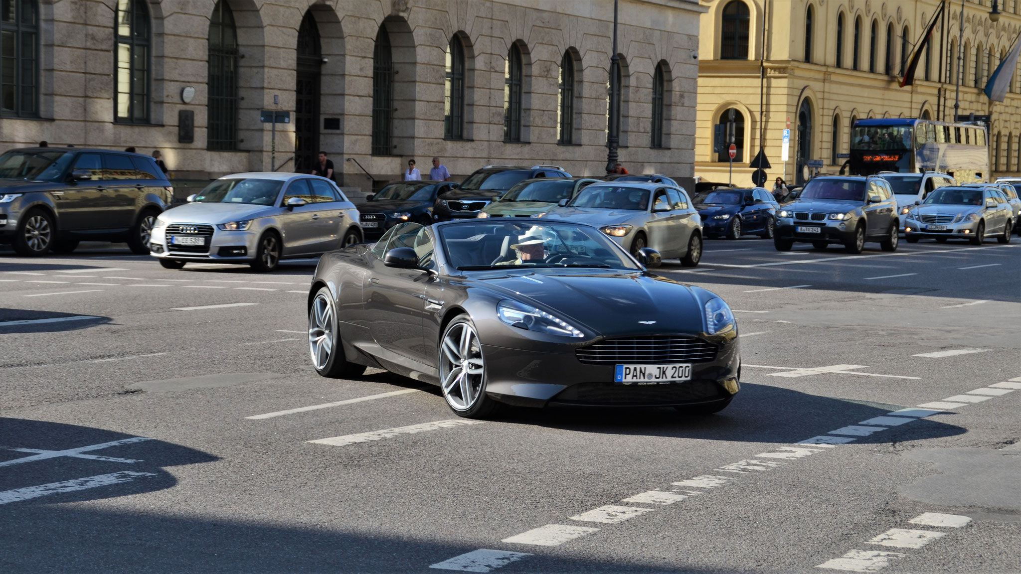 Aston Martin DB9 GT Volante - PAN-JN-200