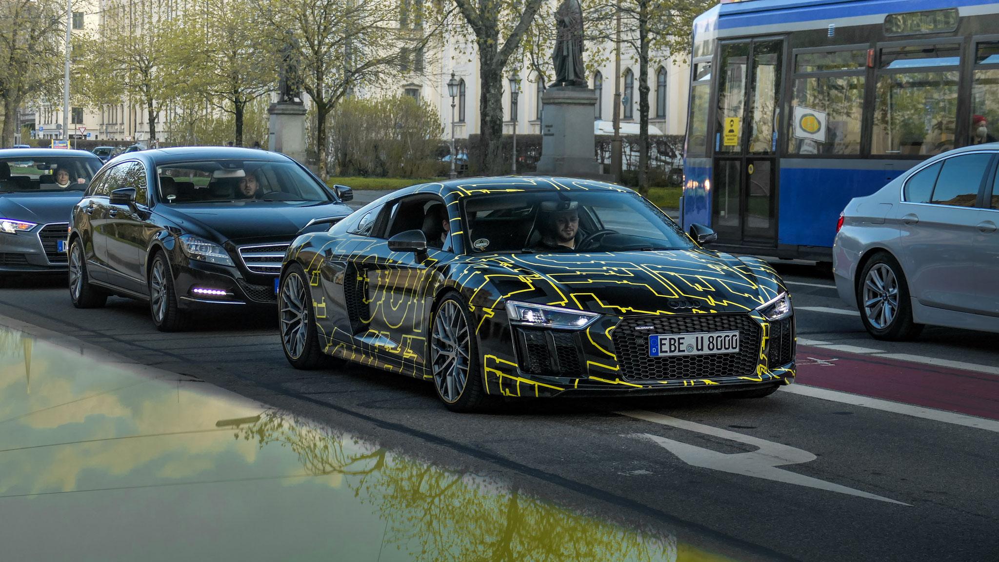 Audi R8 V10 - EBE-U-8000