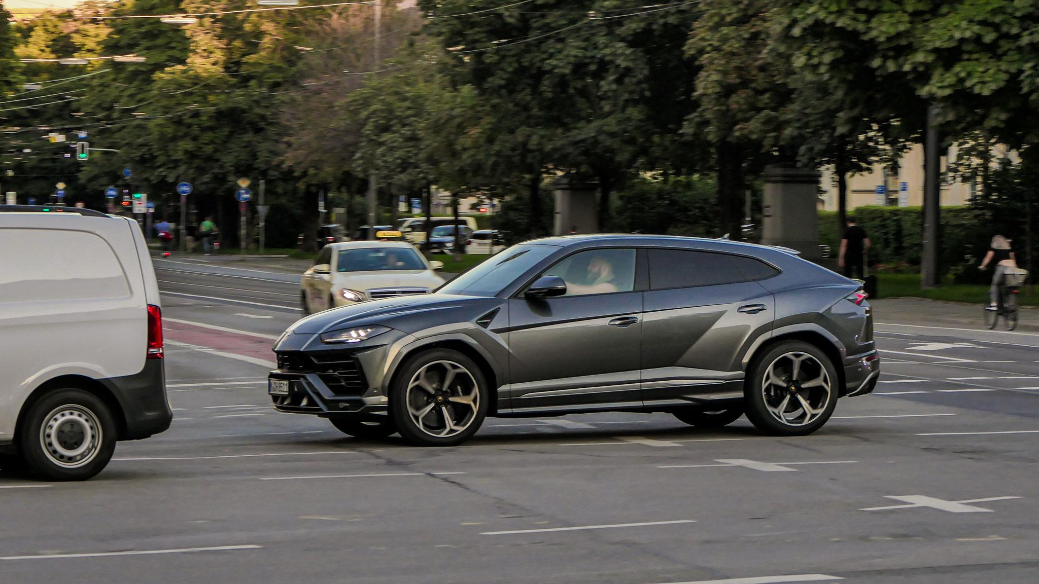Lamborghini Urus - M-CH-8511