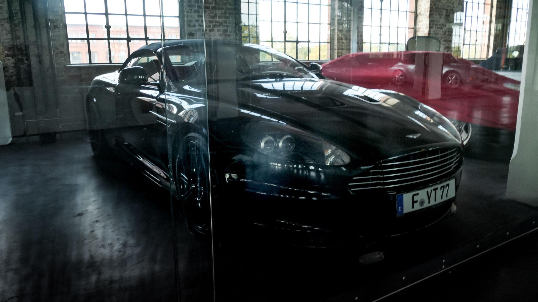 Aston Martin DBS Volante - F-YT-77
