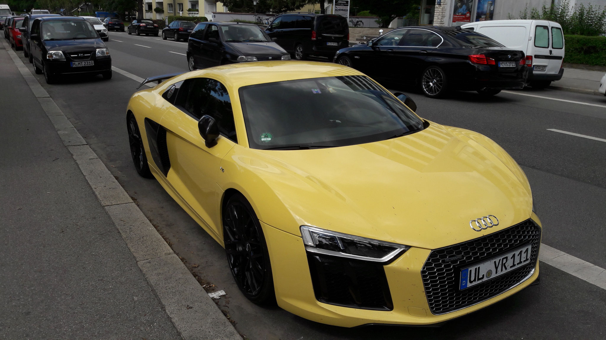 Audi R8 V10 - UL-YR-111